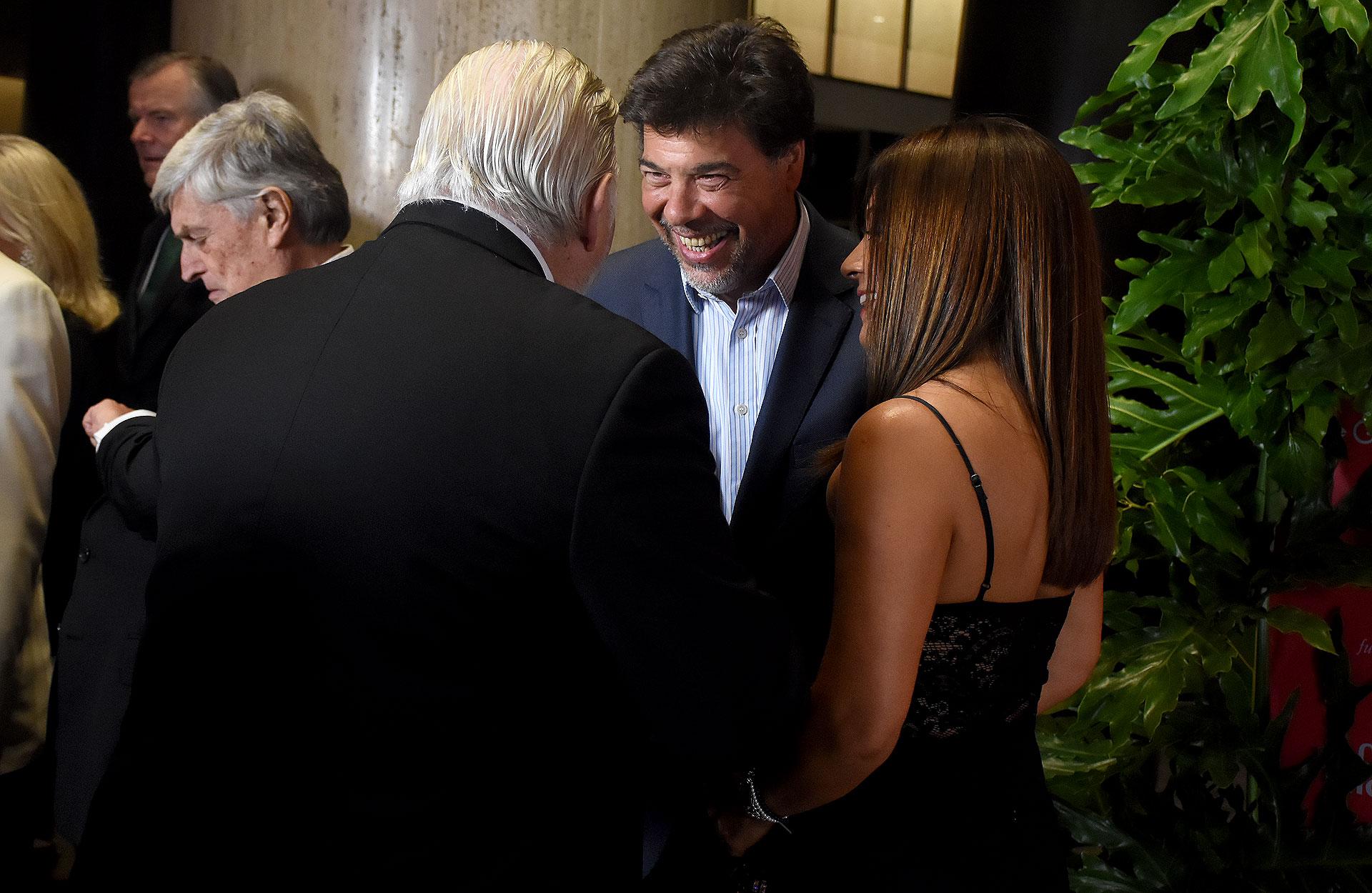Darío Werthein junto a su mujer Cecilia y su tío Adrián