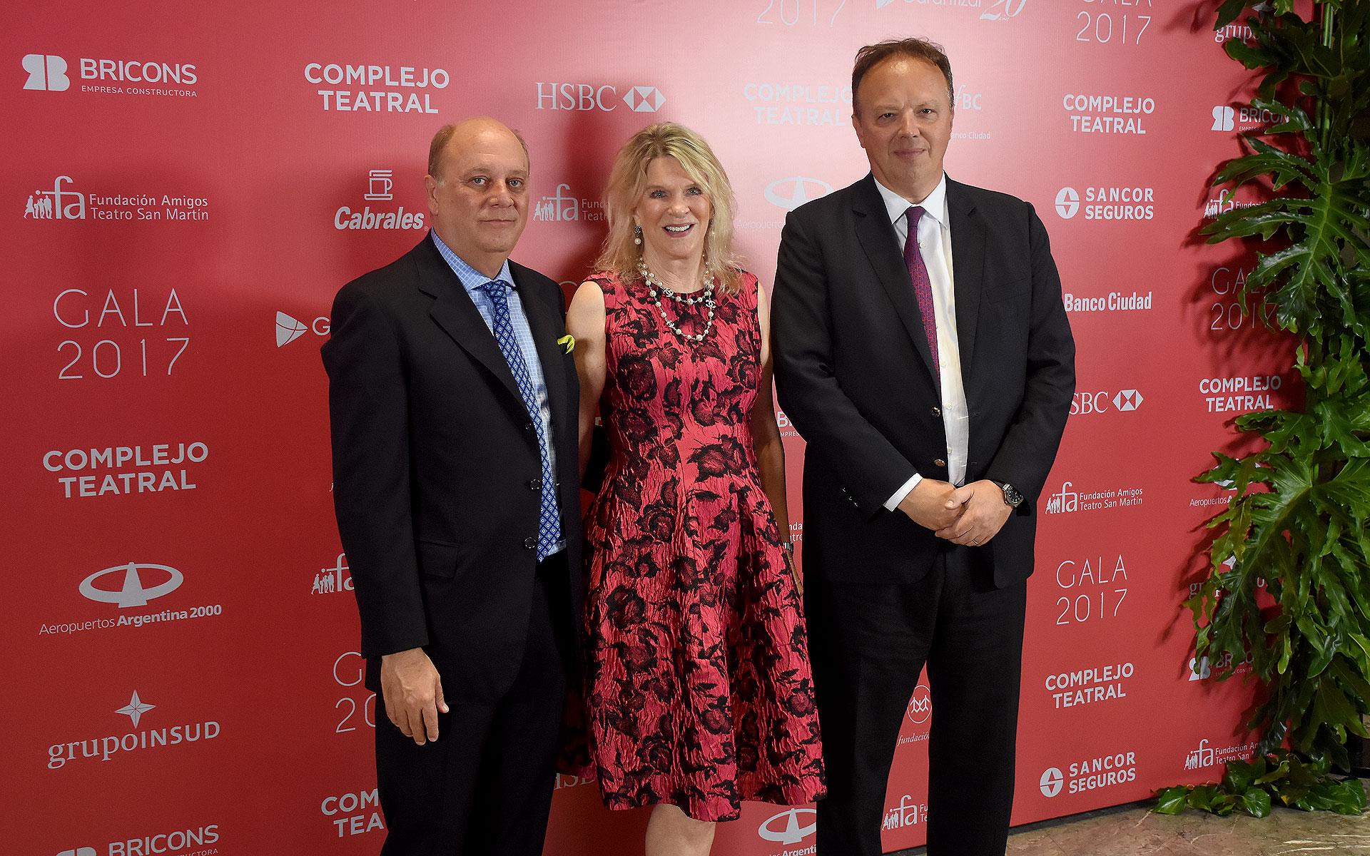 Martín Cabrales, Eva Soldati y Juan Ignacio Nápoli, presidente del Banco de Valores