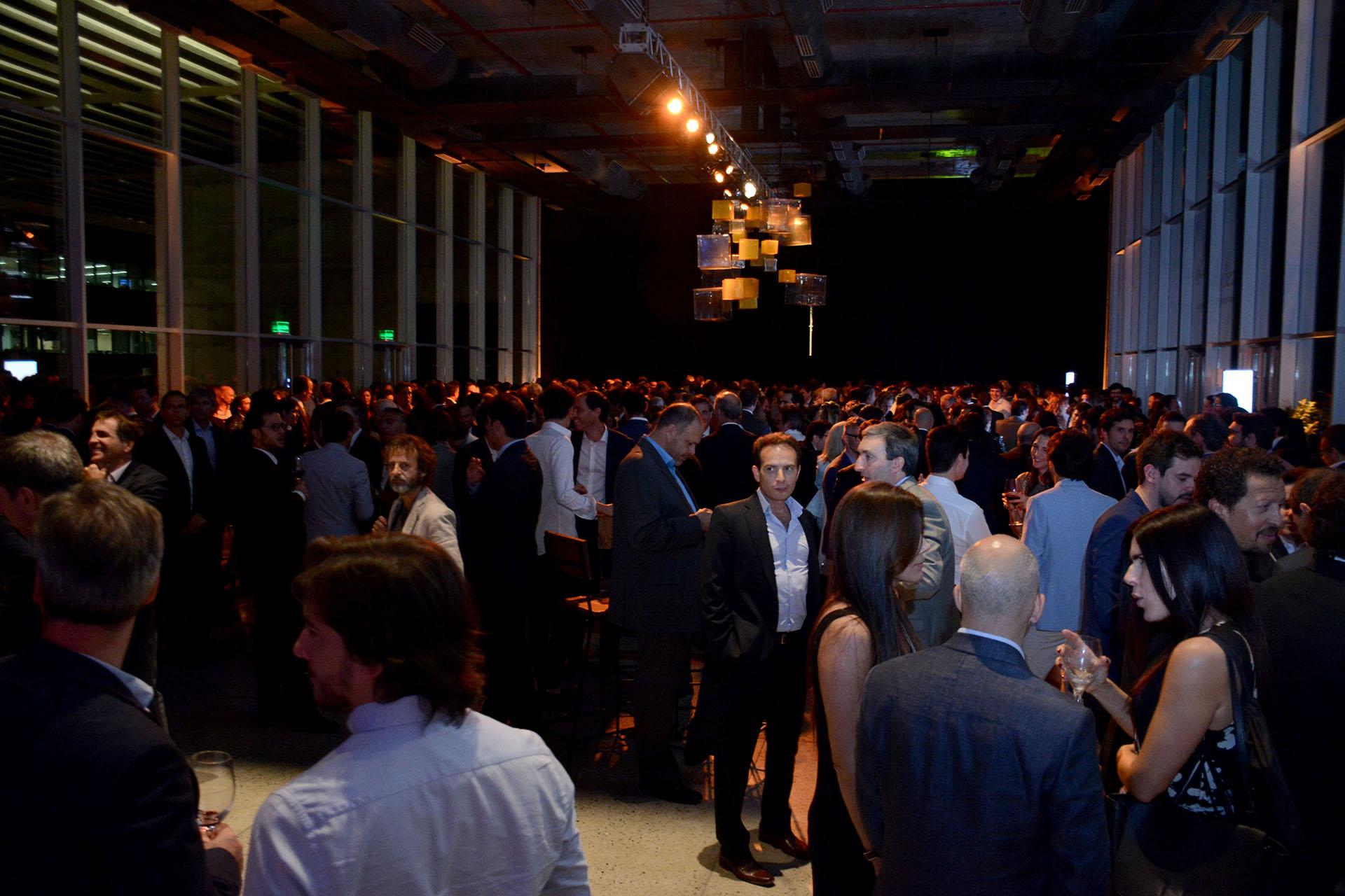 La cita fue en El Cubo, en Vicente López, donde más de 200 personas disfrutaron una noche de ideas y negocios y amistad