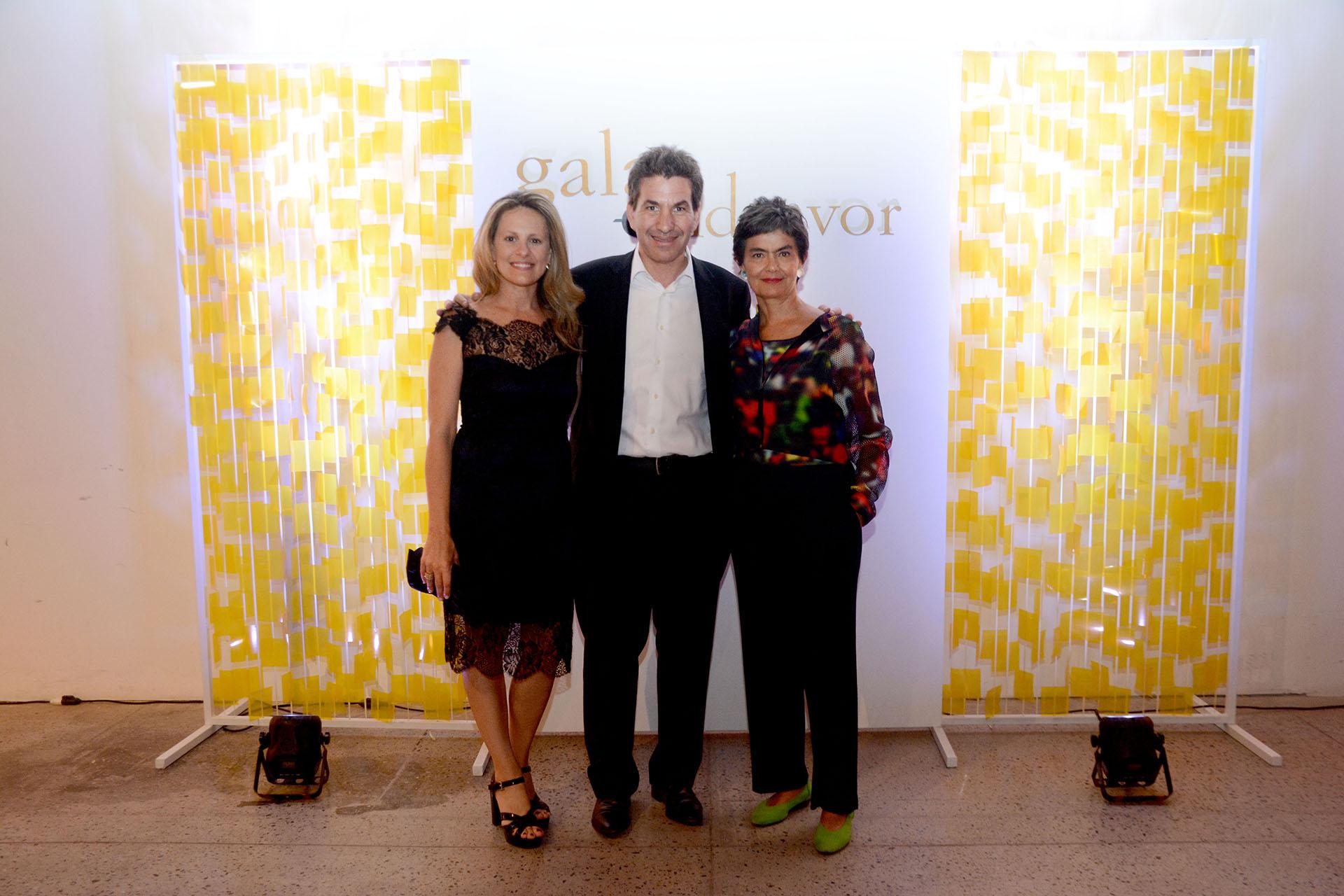 Andy Freire, su esposa Romina y María Eugenia Estenssoro