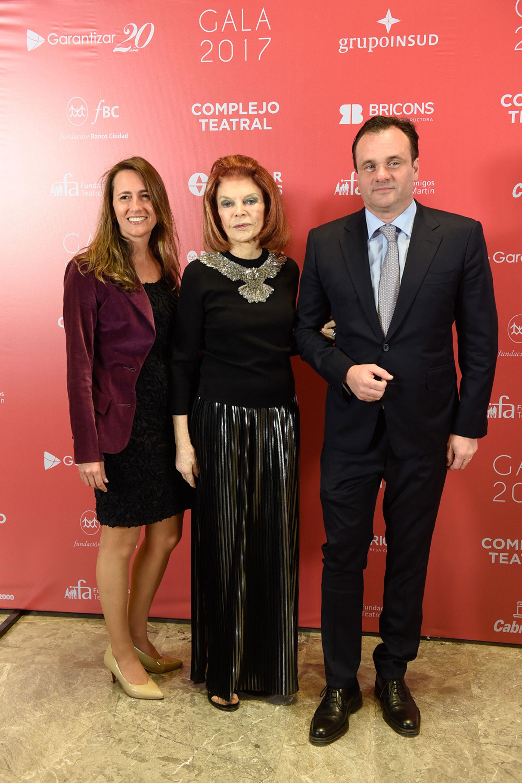 Juan Pablo Maglier, director de Relaciones Institucionales de La Rural, junto a su mujer Magdalena Maglier y Lili Sielecki