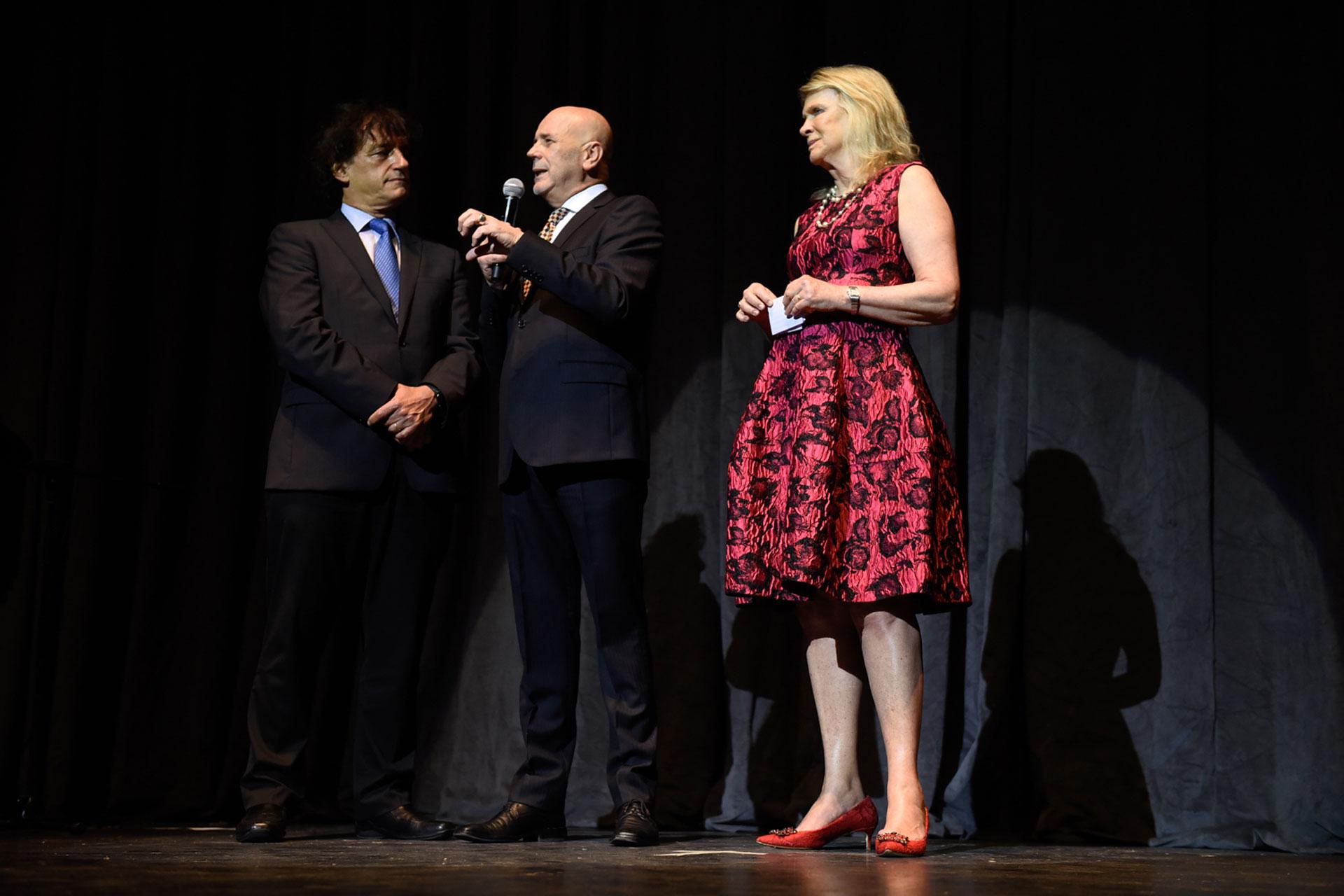 El ministro de Cultura porteño, Ángel Mahler, junto al director del Complejo Teatral de Buenos Aires, Jorge Telerman; y Eva Thesleff de Soldati