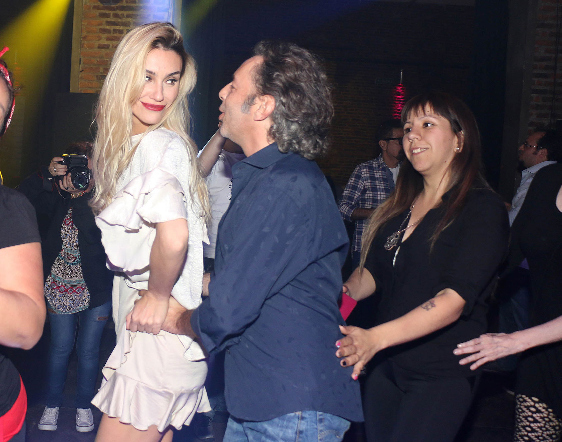 Paula Morales y Fabián Vena se divierten bailando