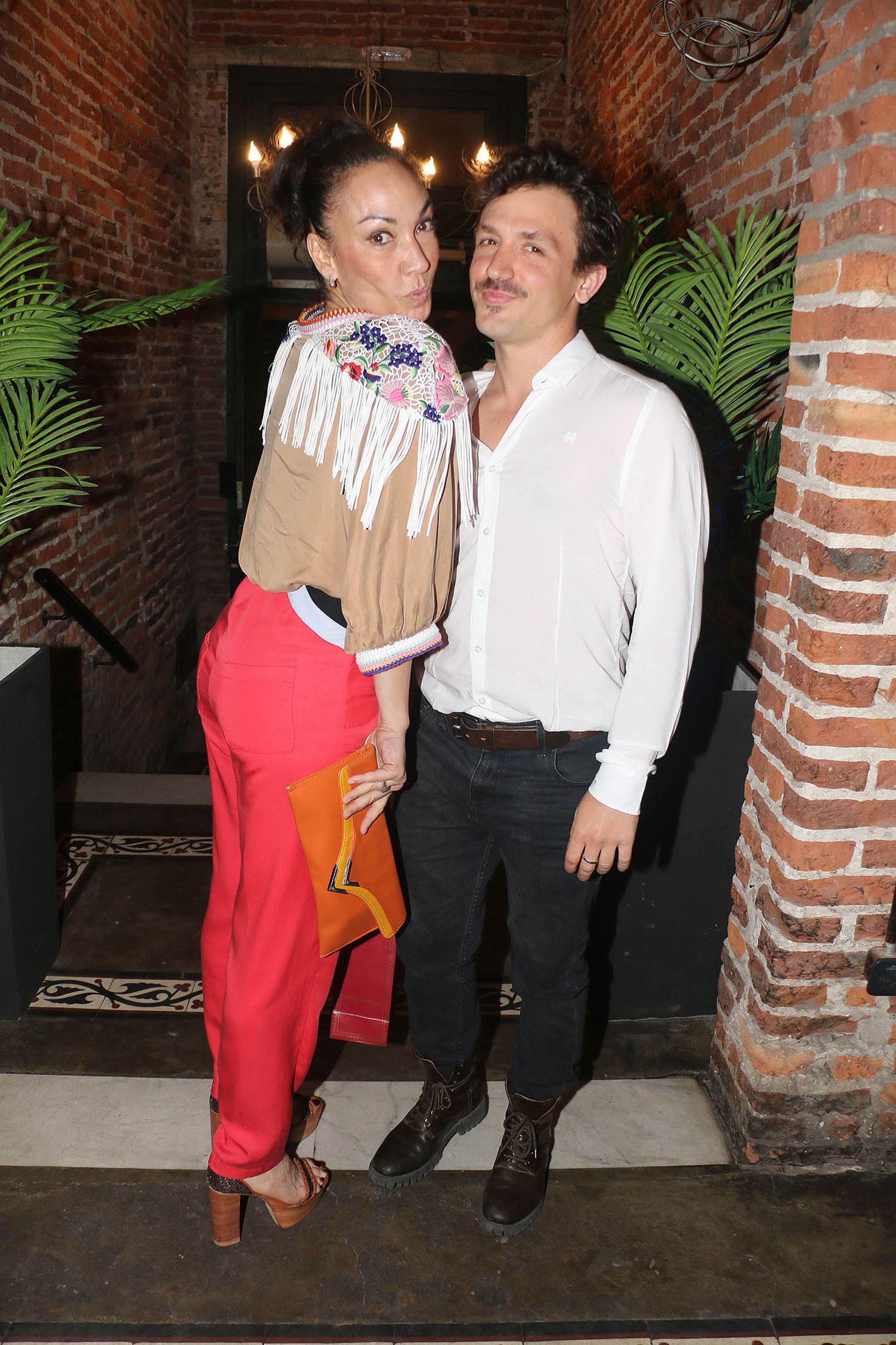 Ernestina Pais y su novio