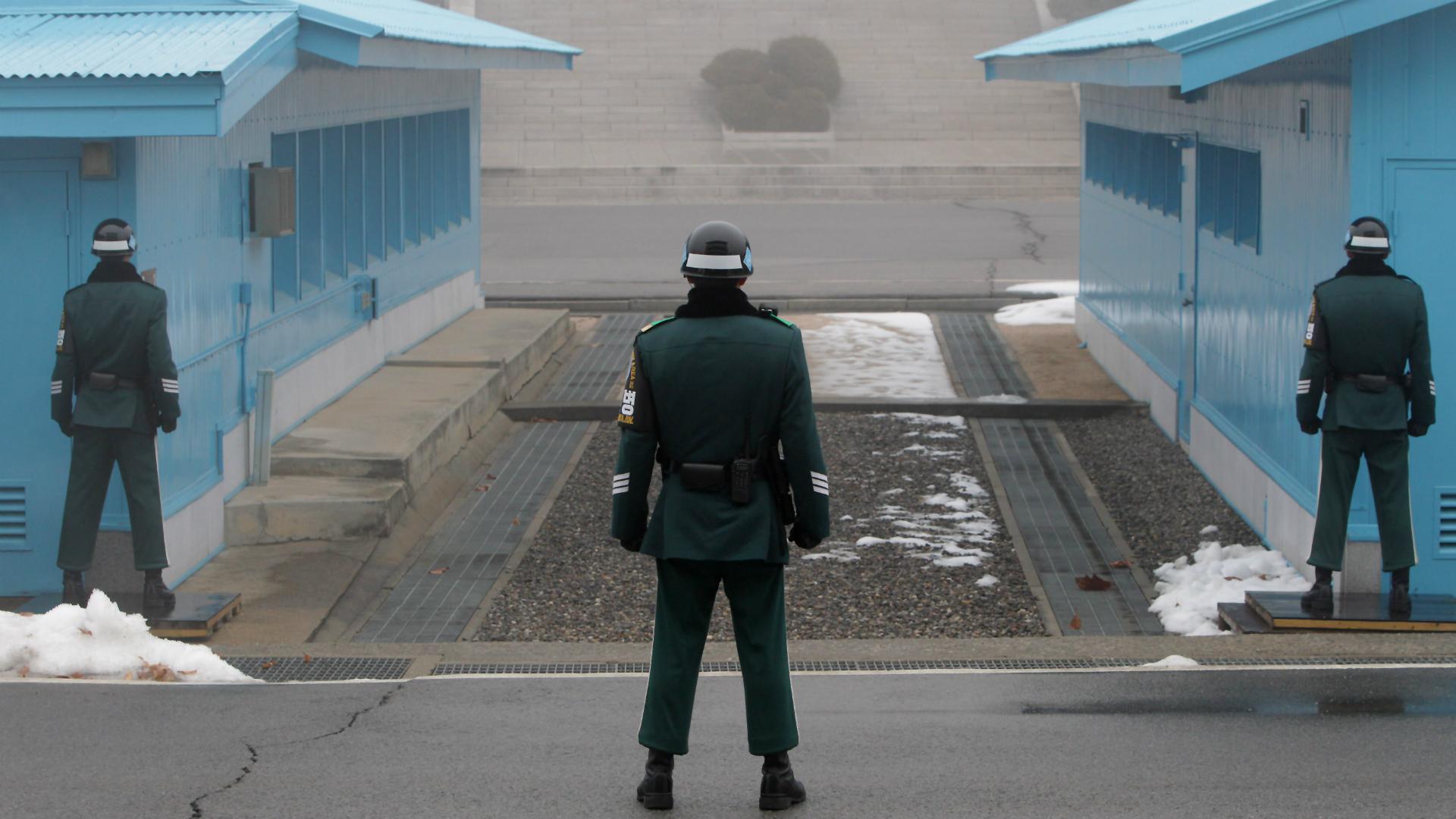 Soldados surcoreanoscustodianla frontera con Corea del Norte. (Getty)