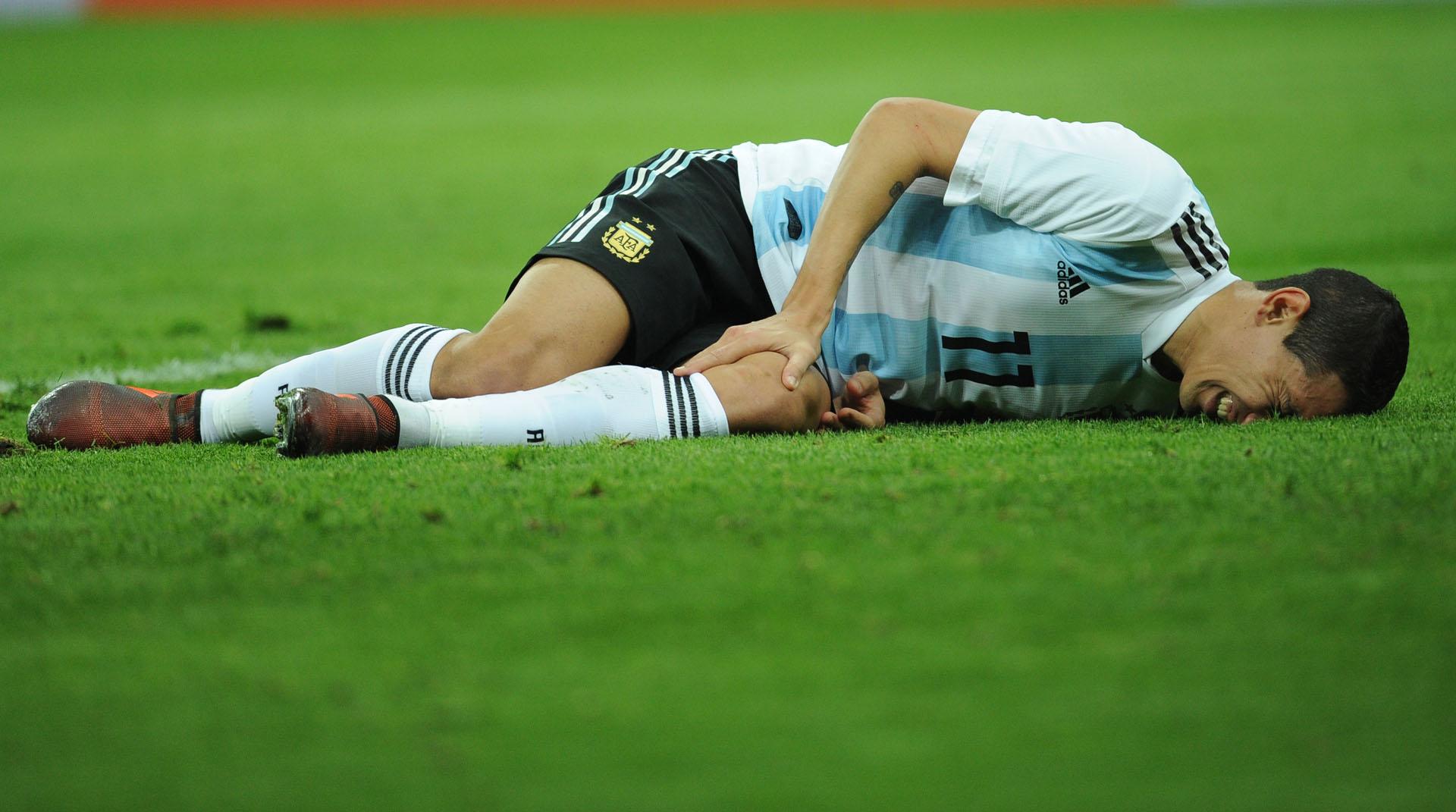 El jugador del PSG sufrió una lesión y fue reemplazado por Rigoni