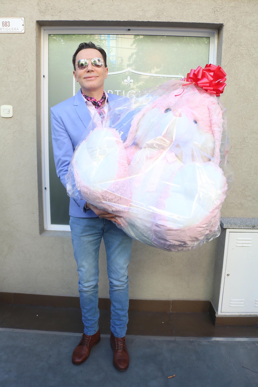 Marcelo Polino llegó con un regalo para la bebé, que nacerá en los Estados Unidos a través de un vientre subrogado