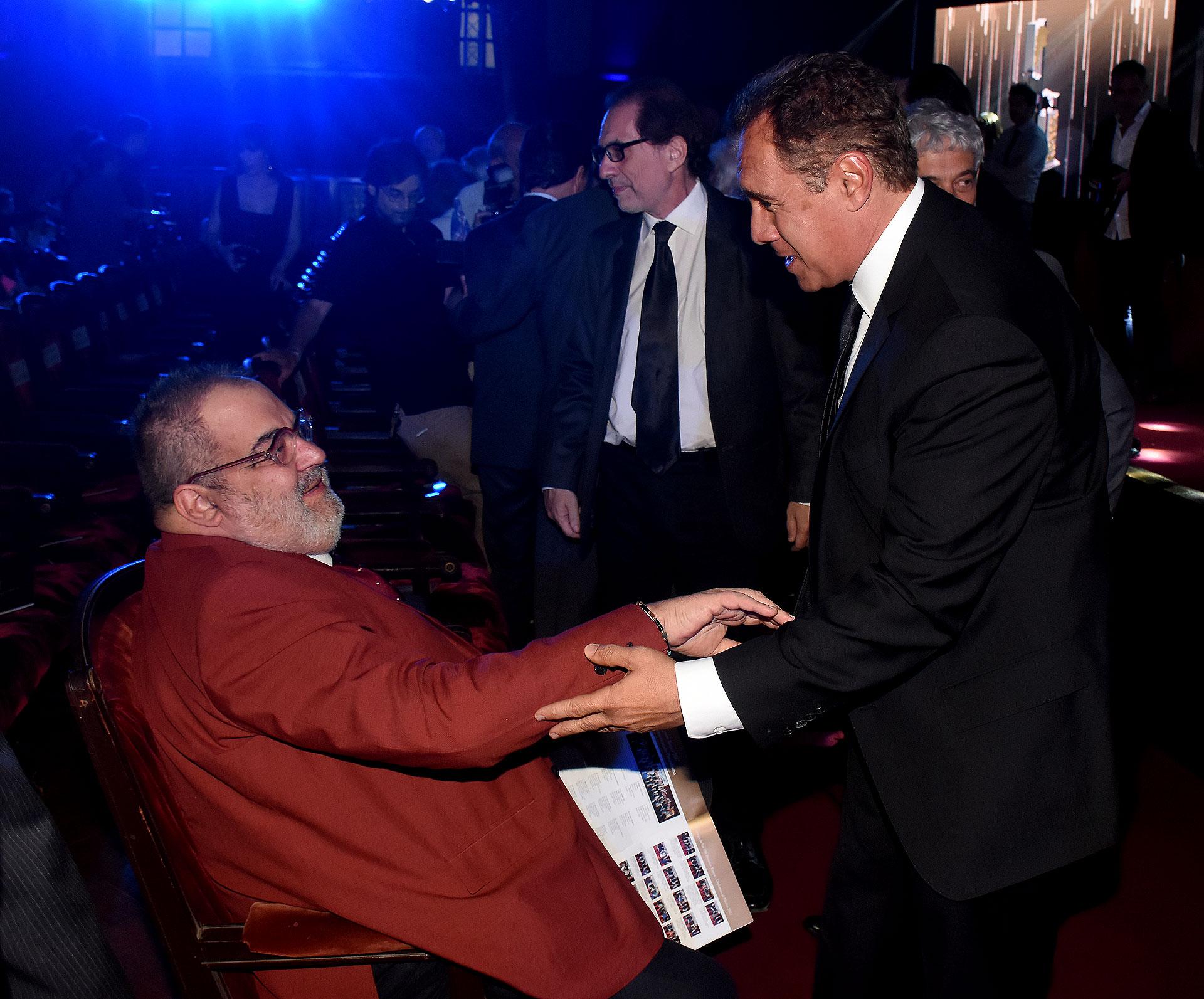 Jorge Lanata y un cálido saludo con Daniel Hadad (Nicolás Stulberg)