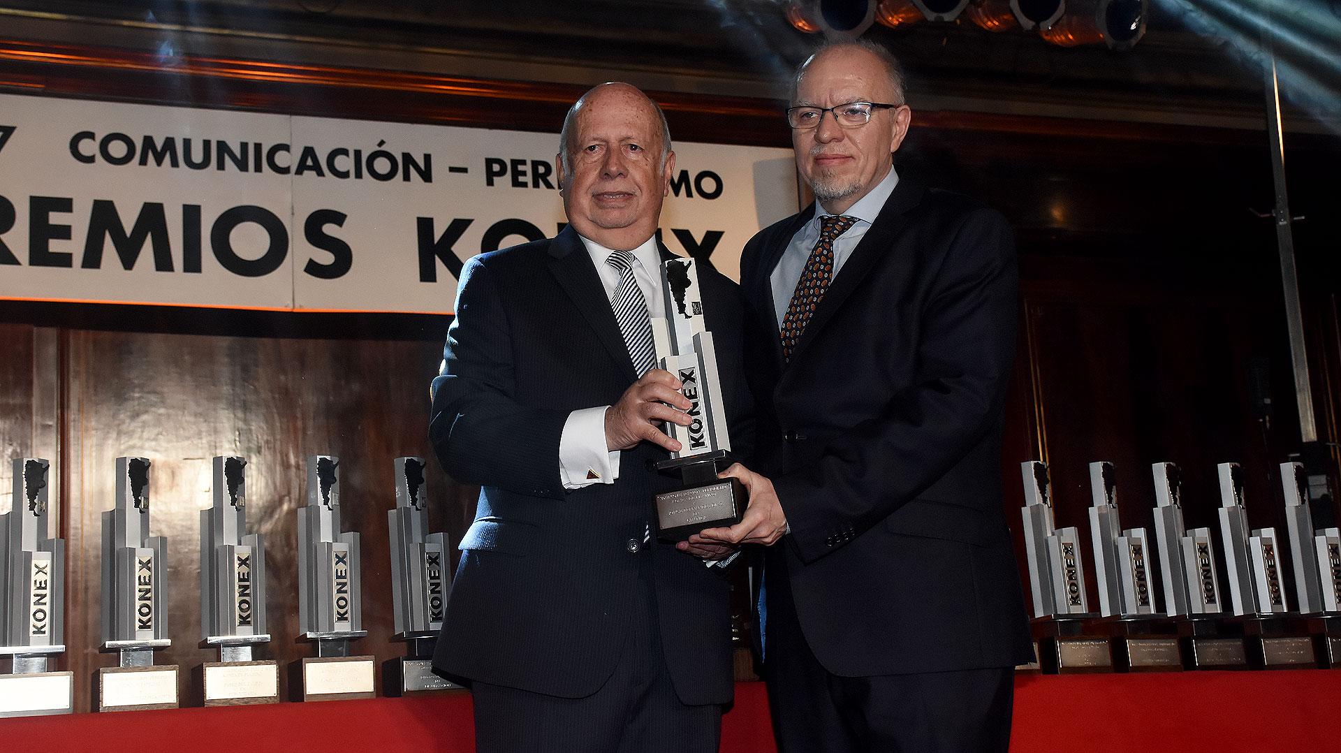 Jorge de Luján Gutiérrez junto a Jorge Fernández Díaz, Konex de Platino en Gráfica