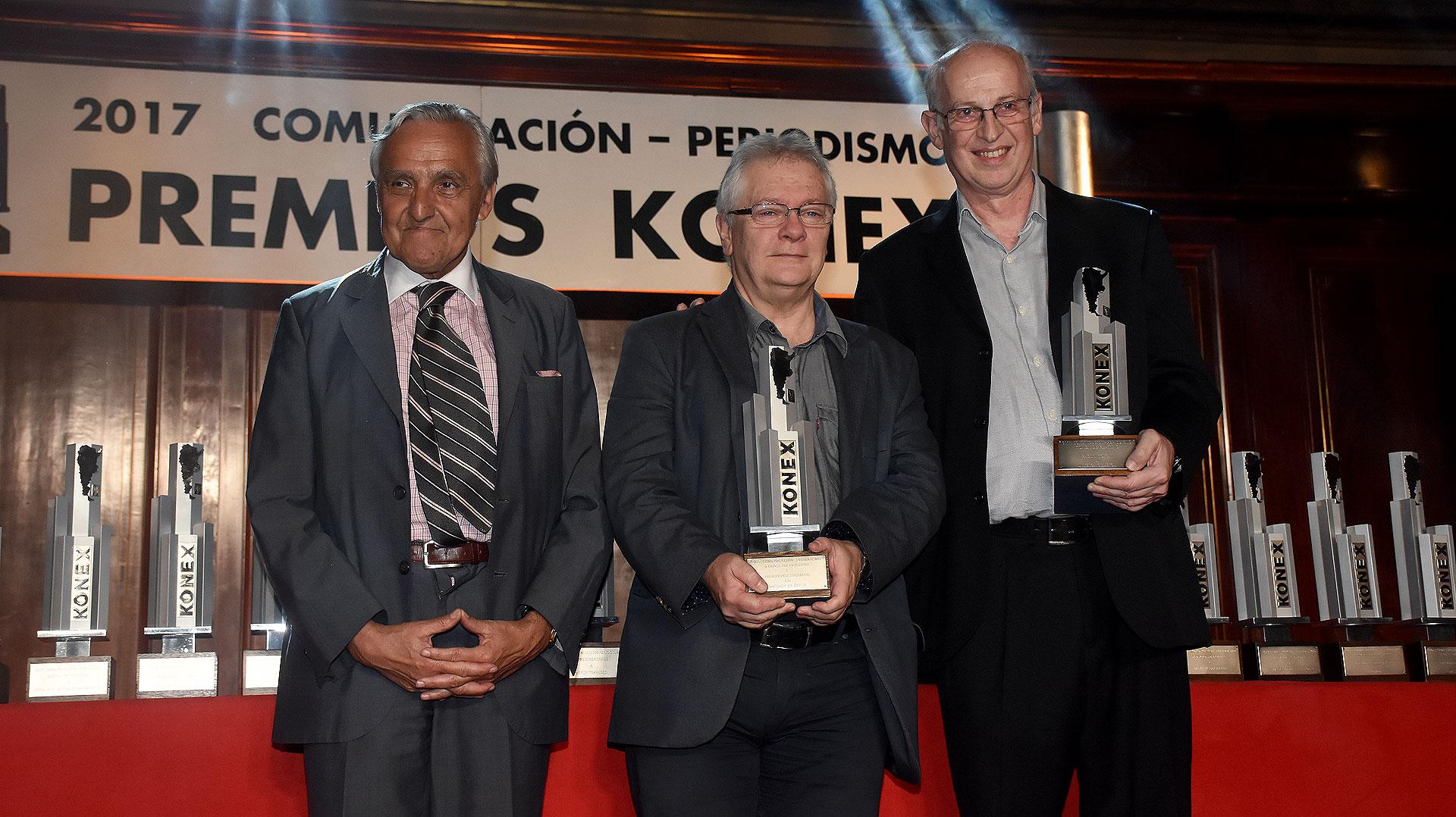 Rosendo Fraga junto Pablo Kohan y Diego Fischerman, ganadores del Konex de Platino en Música Clásica
