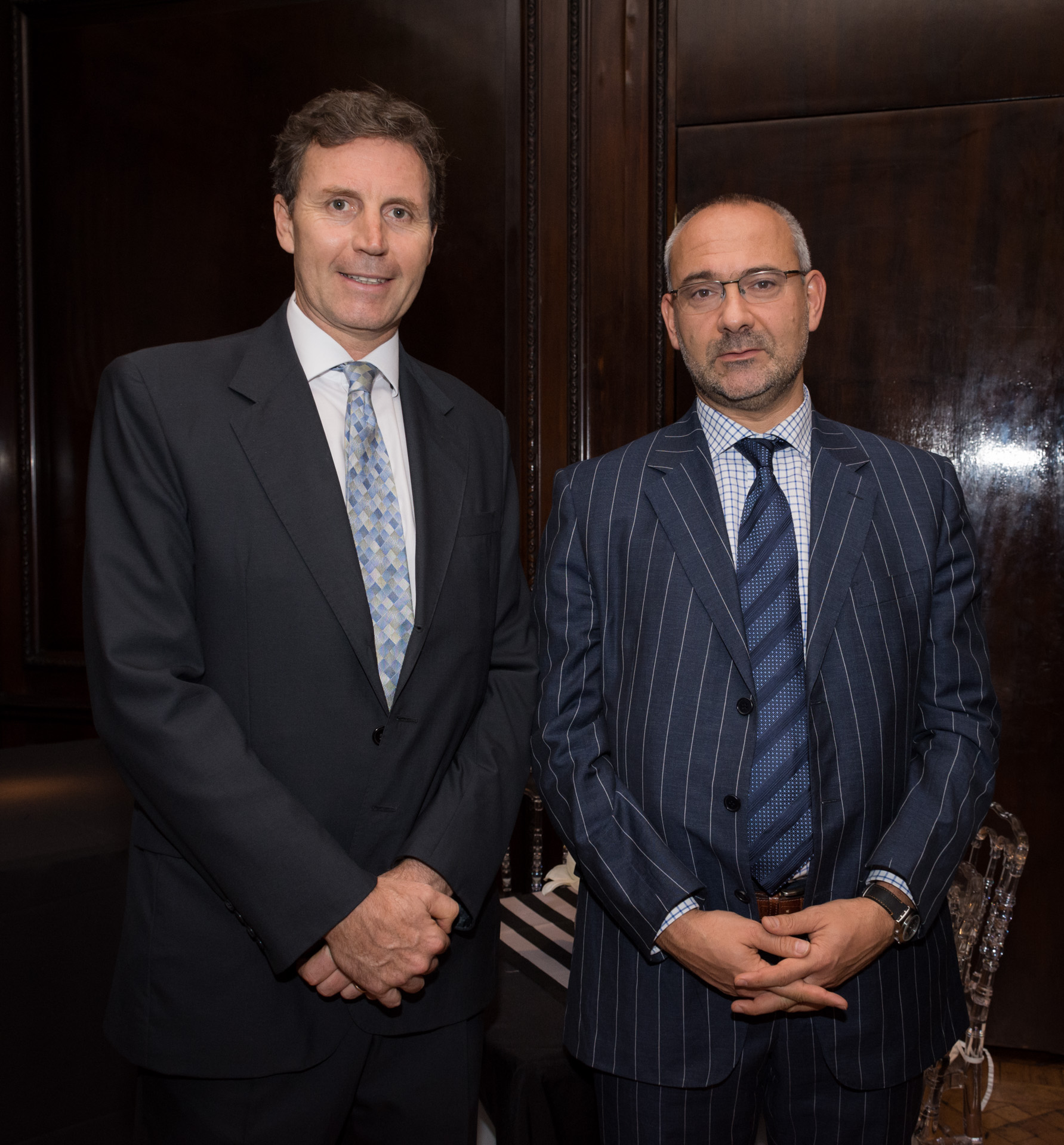 Raymond Paterson, gerente de Finanzas y Asuntos Generales junto Emanuele Ottolenghi alto miembro de la Fundación por la Defensa de las Democracias junto