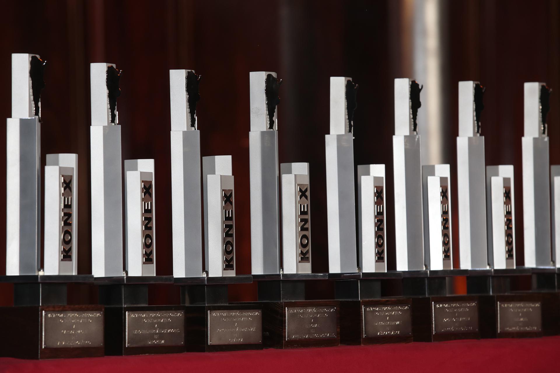 Luego de haberse entregado el pasado 12 de septiembre los Premios Konex – Diplomas al Mérito a 105 figuras destacadas de la Comunicación – Periodismo Argentino en 21 disciplinas, el Gran Jurado integrado por 20 notables miembros, se reunió para elegir en cada uno de los 21 quintetos premiados a las personalidades que ostentaron la trayectoria más significativa de la última década. Estas figuras recibieron el Konex de Platino