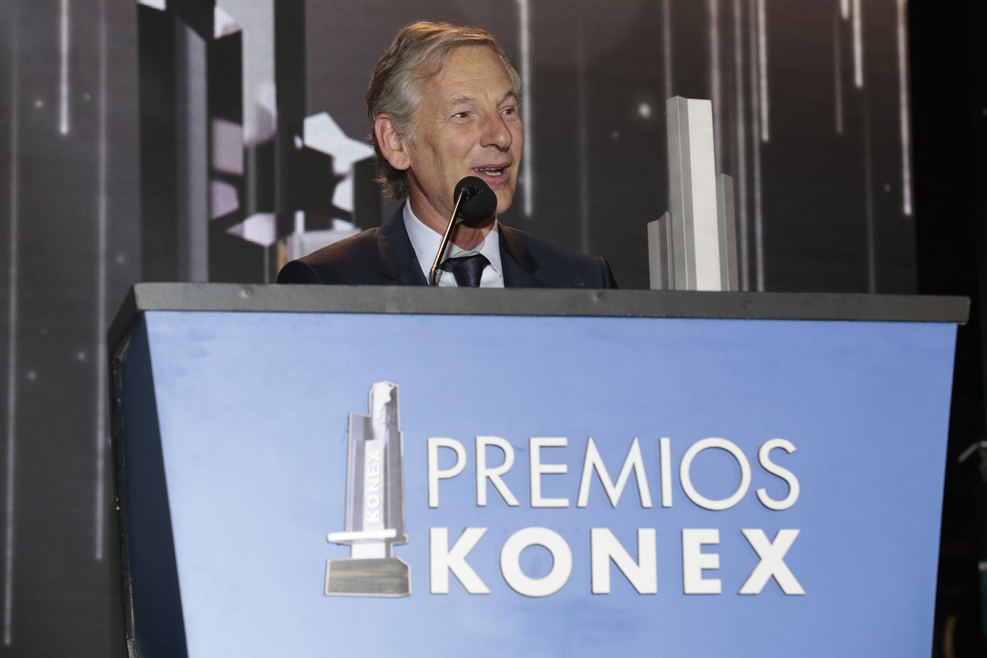 Marcelo Longobardi durante su discurso. Los Konex de Platino es una distinción que se otorga a los mejores exponentes de las 21 disciplinas en las que se dividió este año la actividad Comunicación – Periodismo