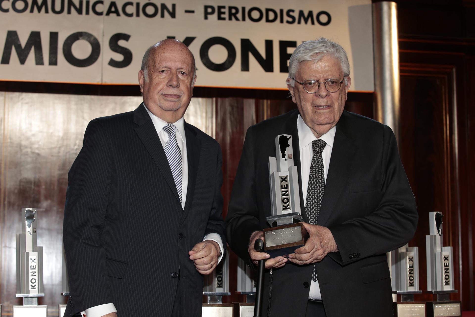 Jorge de Luján Gutiérrez entregó el Konex de Platino a Hermenegildo Sábat en la categoría Humor