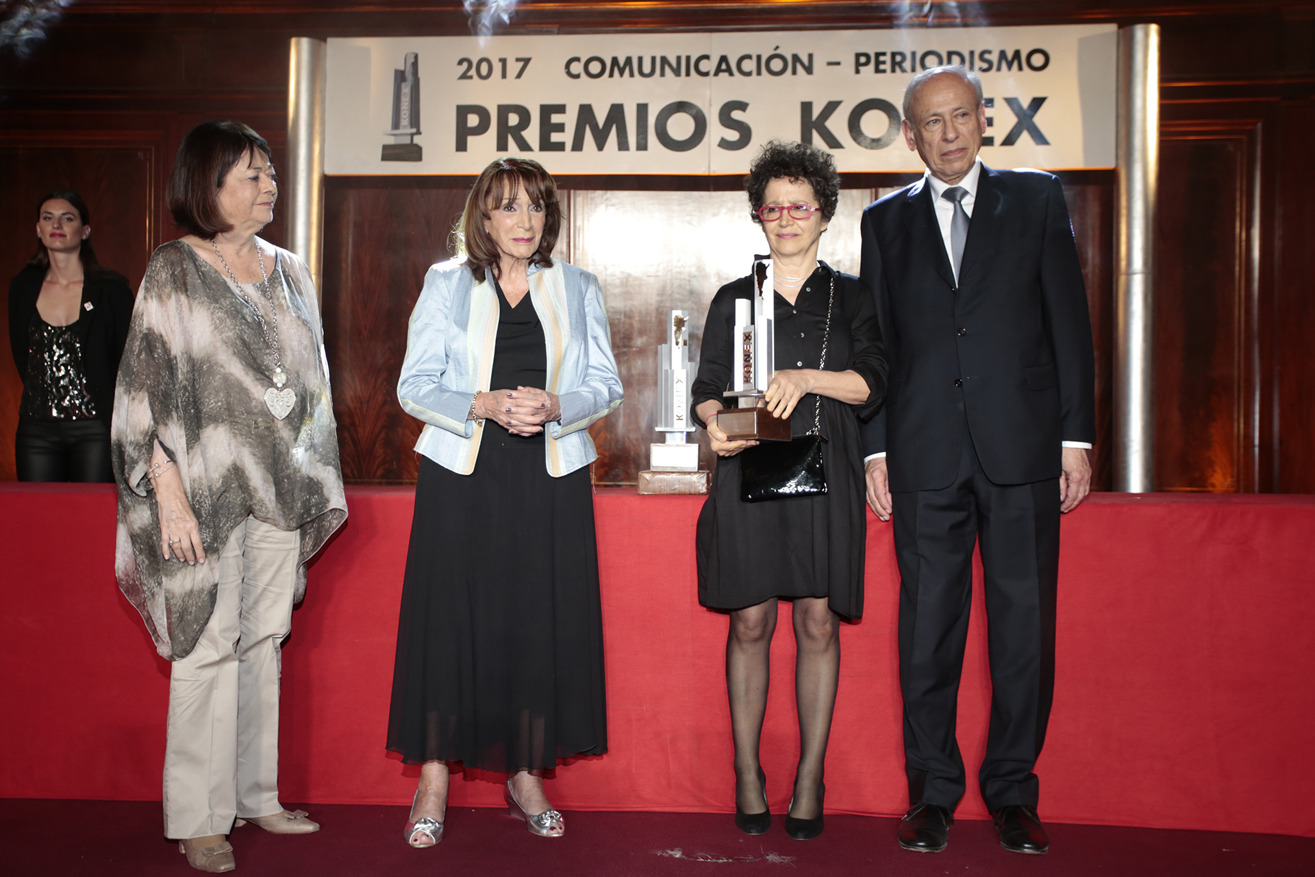 """José Ricardo """"Pepe"""" Eliaschev recibió el Konex de Honor, un premio que se concede a una figura destacada fallecida en la última década y que fue recibido por su mujer Victoria"""