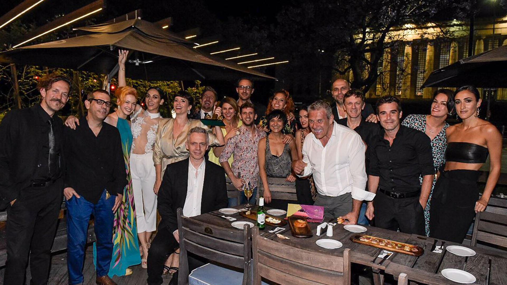 """El festejo del elenco de """"Sugar"""", el musical que obtuvo diez premios"""