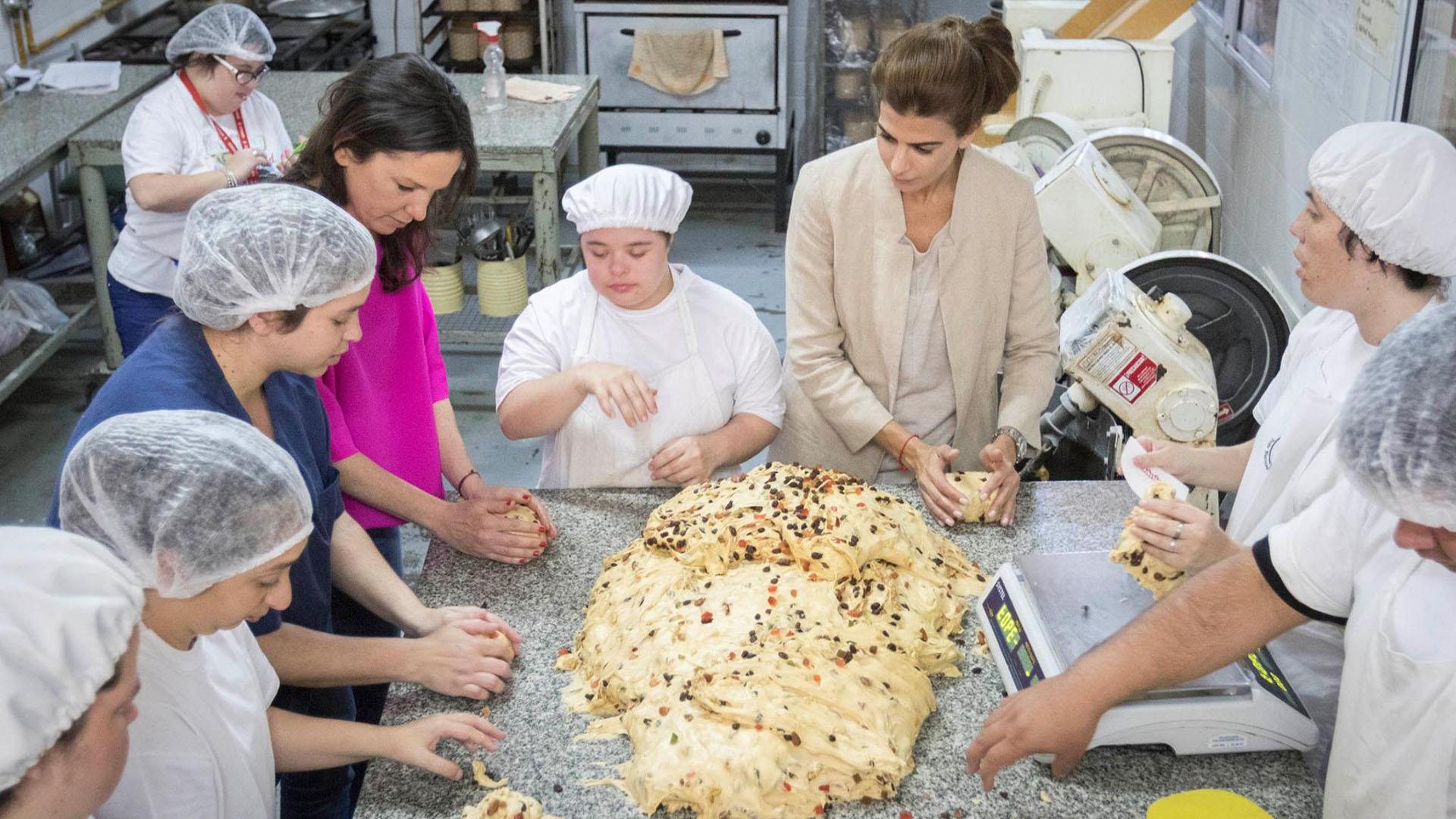 Visitas. La ministra Carolina Stanley y la Primera Dama, Juliana Awada, visitaron el taller de Peldaños. (Asociación Peldaños)