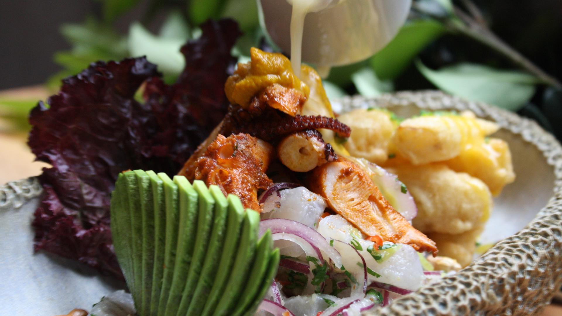Ceviche, una de las comidas típicas que llegó a Argentina y es una de las más consumidas por los fanáticos de la cocina peruana
