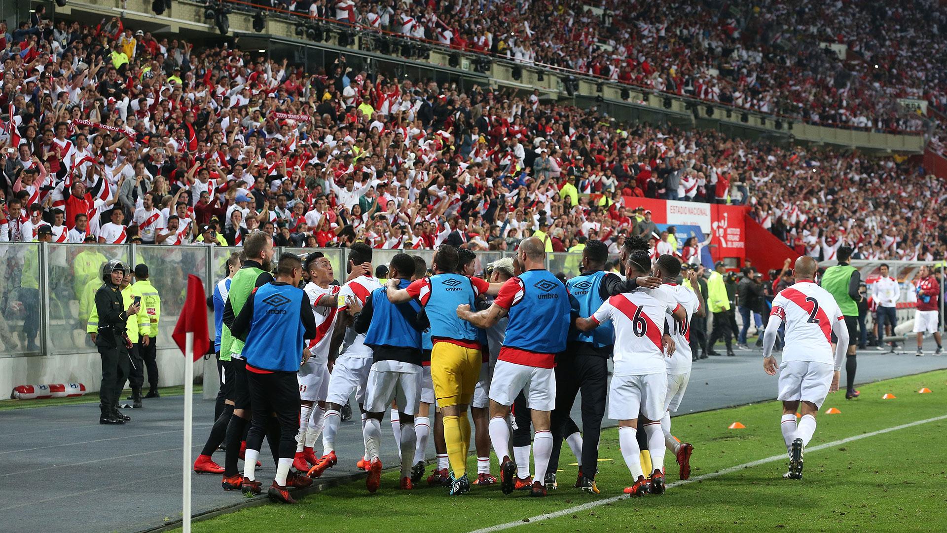Perú clasificó al Mundial de Rusia al ganarle 2-0 a Nueva Zelanda en el repechaje (AFP)