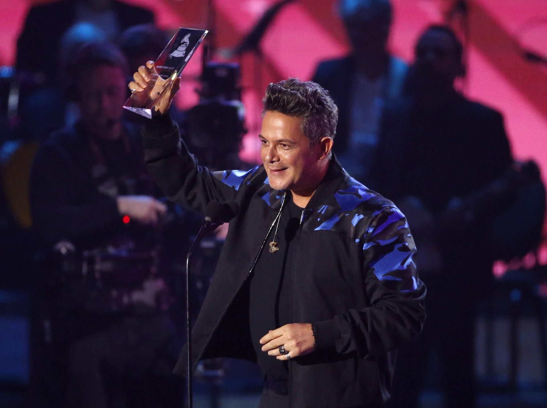 Alejandro Sanz celebró haber sido elegido Personalidad del Año (REUTERS/Mario Anzuoni)