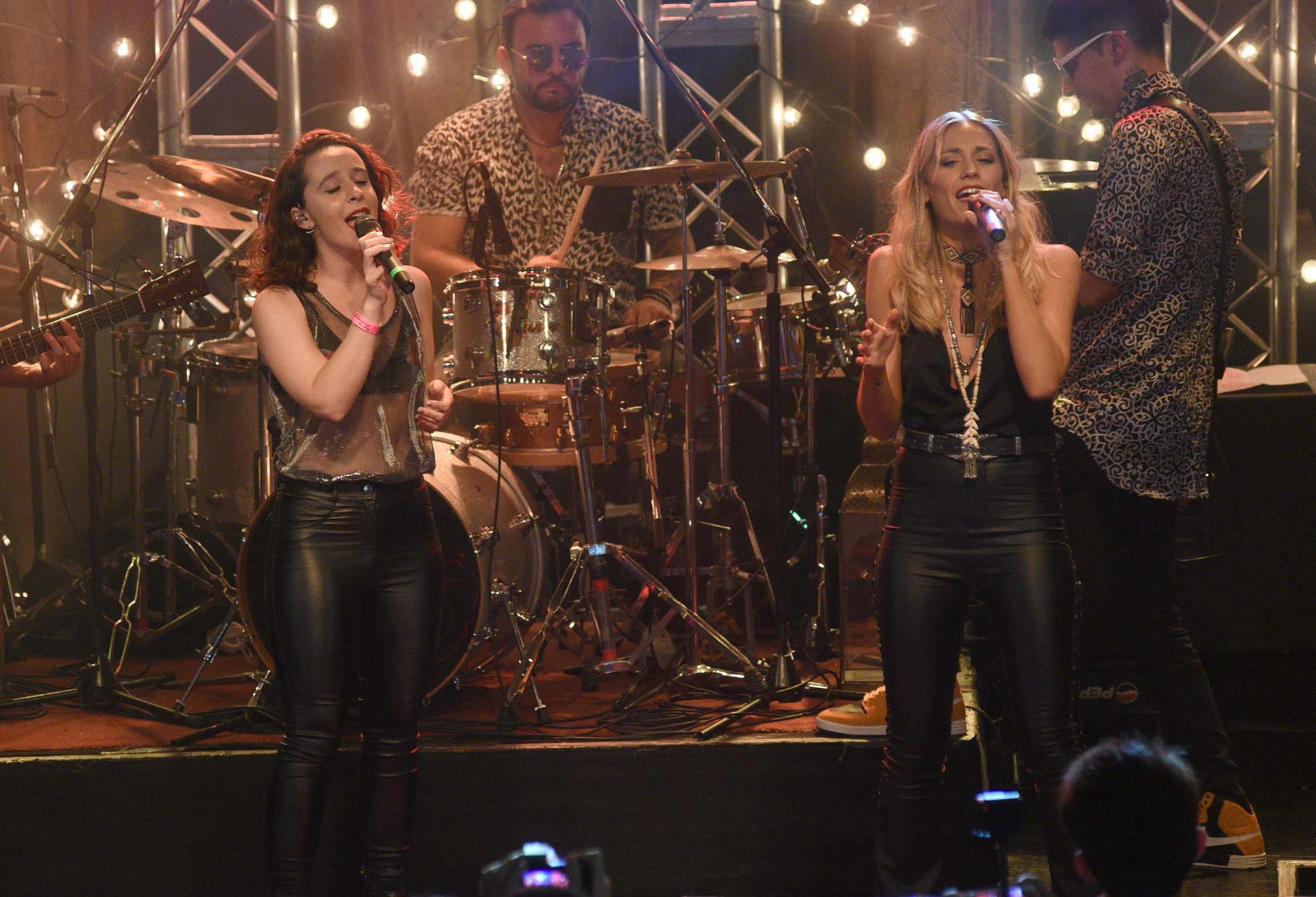La cantante compartió el escenario con Mery Granados