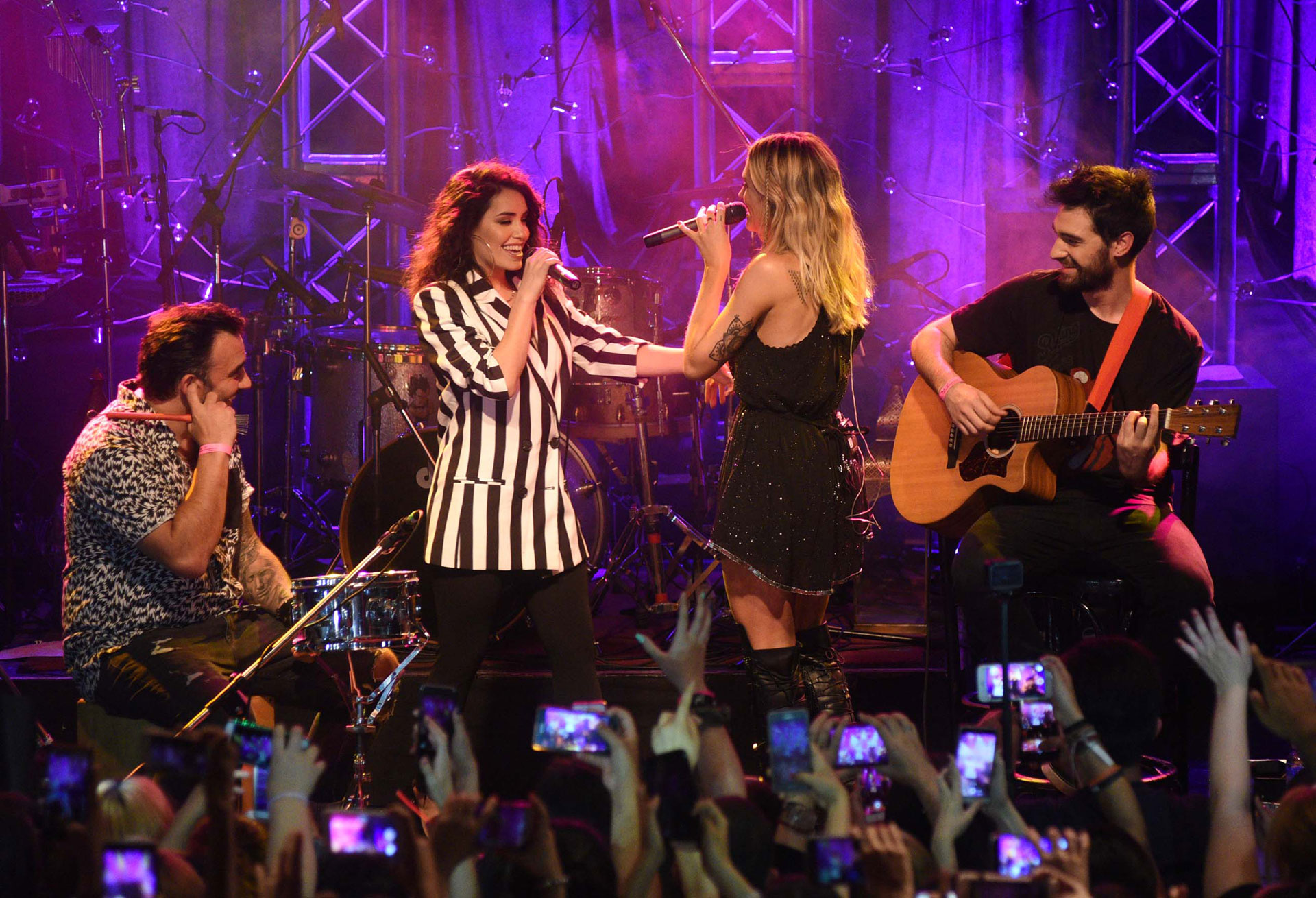 El momento más emotivo del show fue cuando Lali y Rochi cantaron juntas