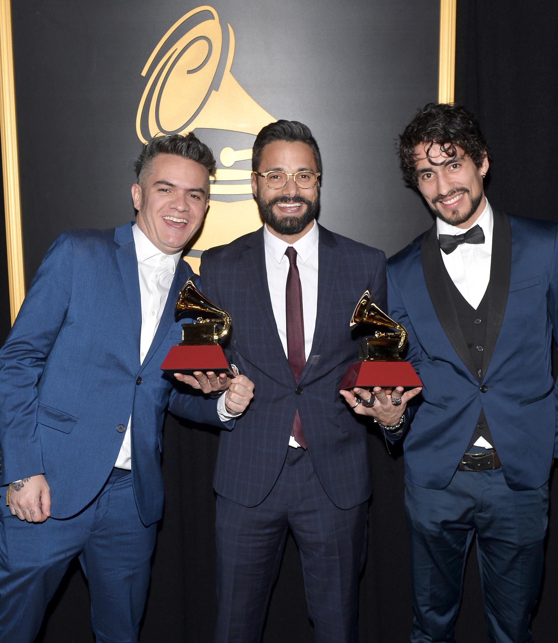 Juan Galeano, Daniel Álvarez y Andee Zeta del grupo Diamante Eléctrico (Bryan Steffy/Getty Images for LARAS)