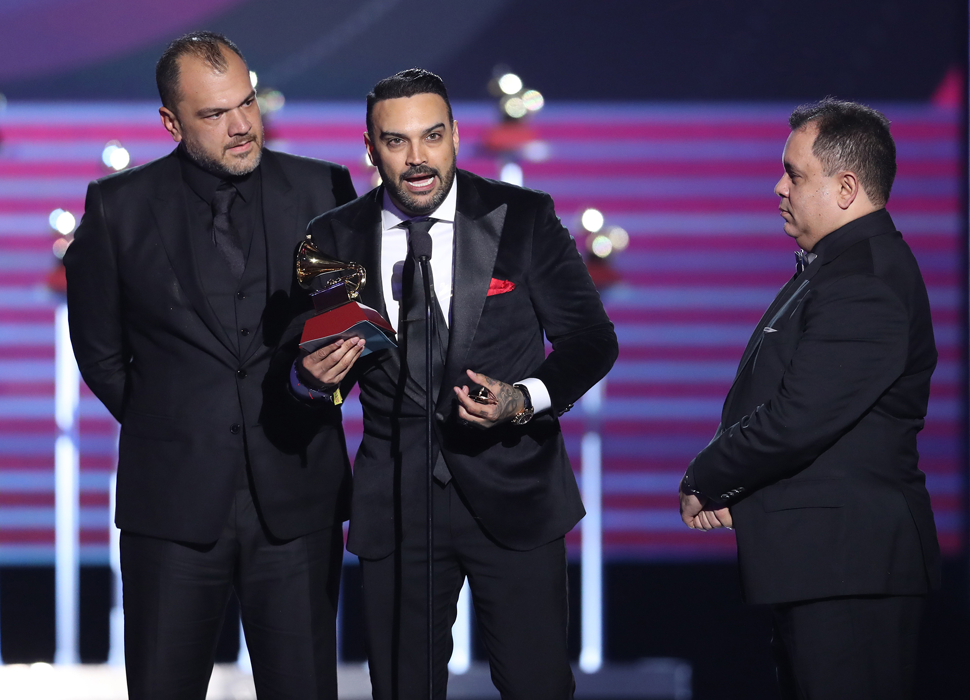 "Gilberto Aguado, Luis Fernando y Mario Viloria de Guaco fueron reconocidos por el disco ""Bidimensional"" (Photo by Rich Polk/Getty Images)"