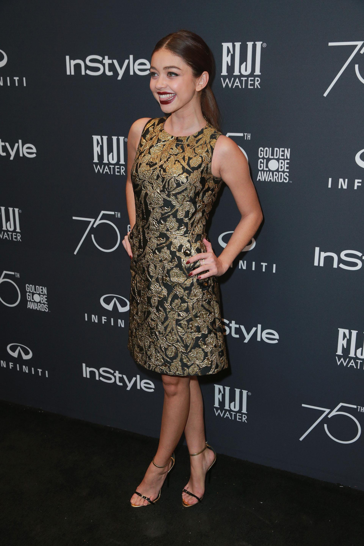Un glamoroso vestido de cóctel para Sarah Hyland