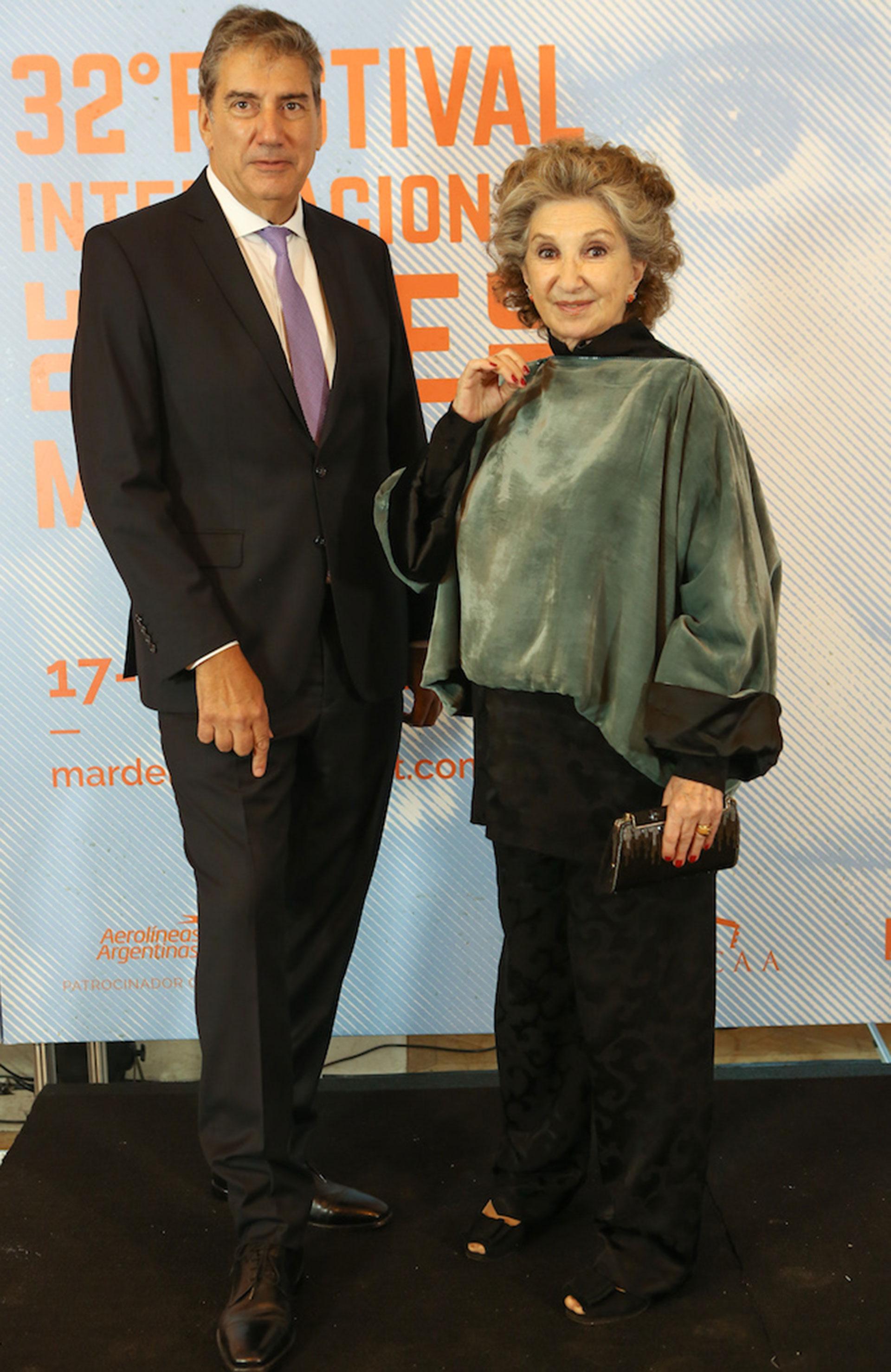 Norma Aleandro junto al presidente del INCAA, Ralph Haiek