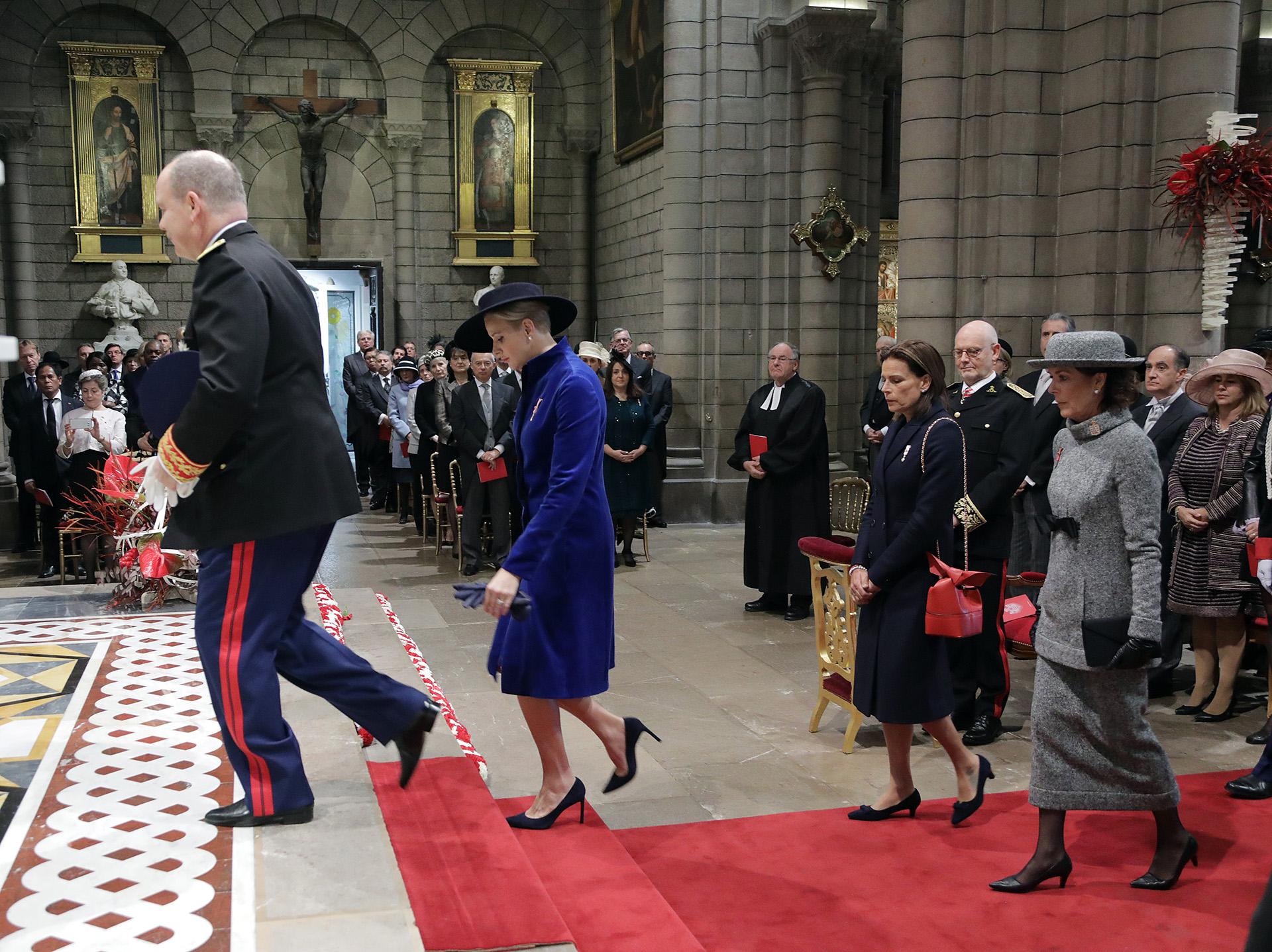 La llegada de Alberto de Mónaco junto a su mujer y sus hermanas a la Catedral de Nuestra Señora Inmaculada, donde se llevó a cabo el servicio religioso
