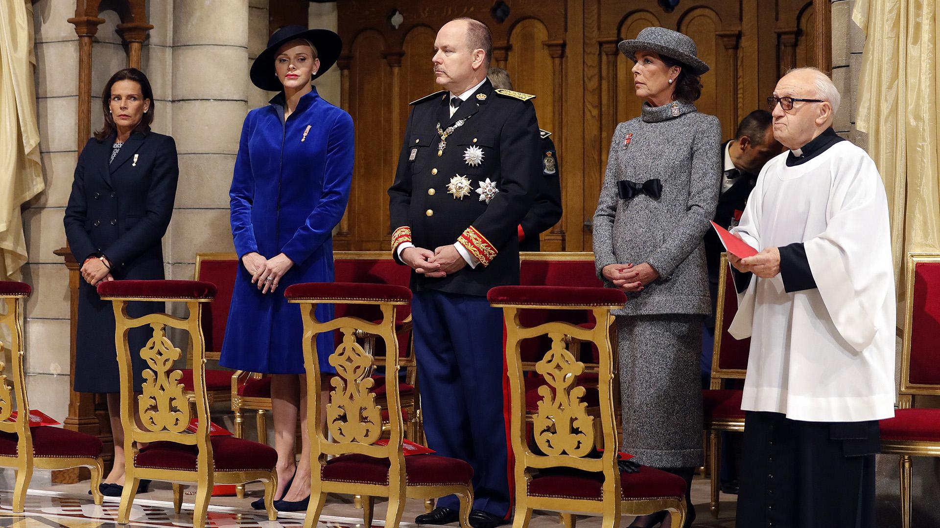 Estefanía, Charlene, Alberto y Carolina: la familia real de Mónaco se mostró a pleno durante la ceremonia religiosa