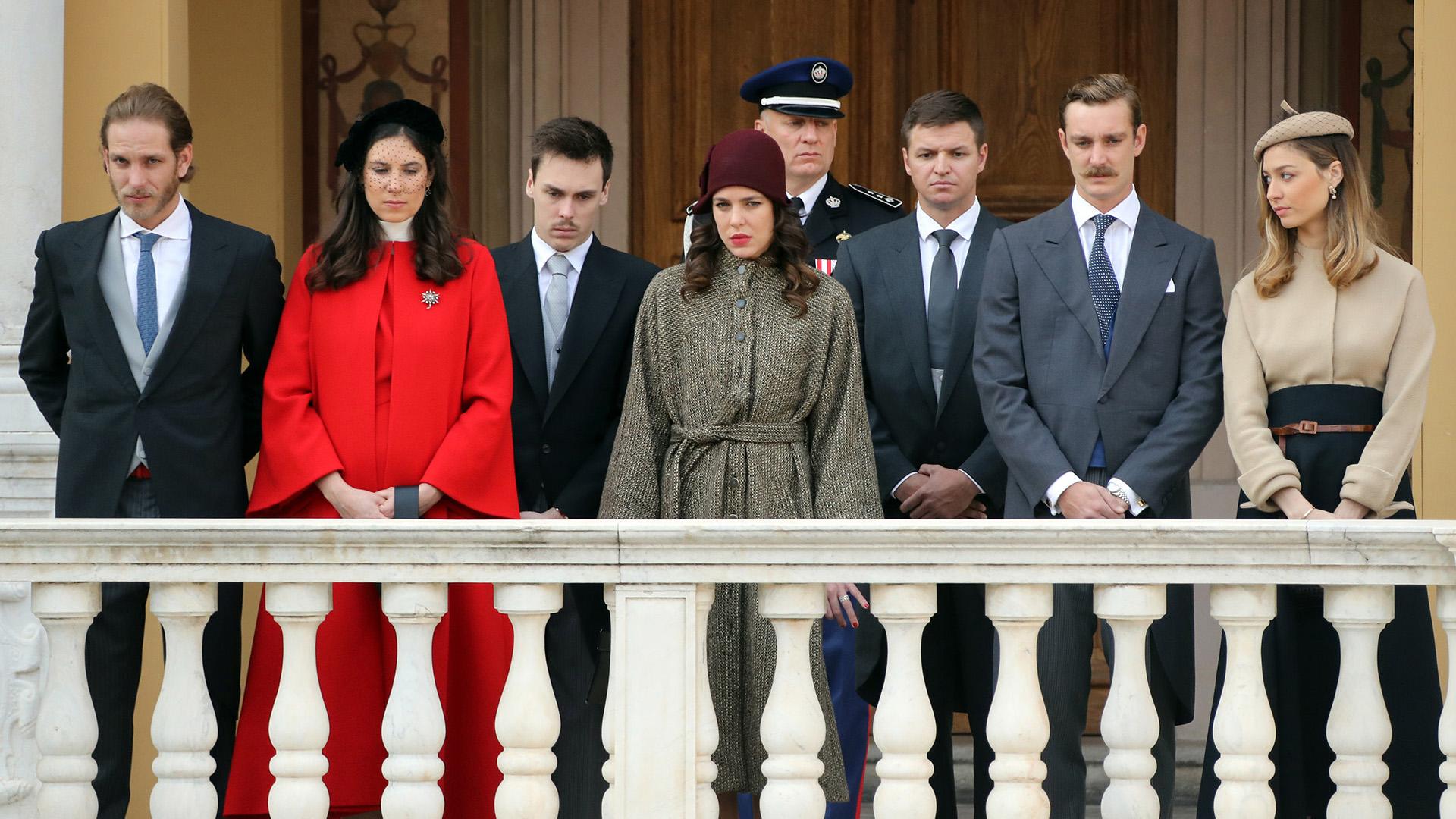 Los integrantes mas jóvenes de la familia real monegasca durante el tradicional festejo, saludando al pueblo /// Fotos: AFP