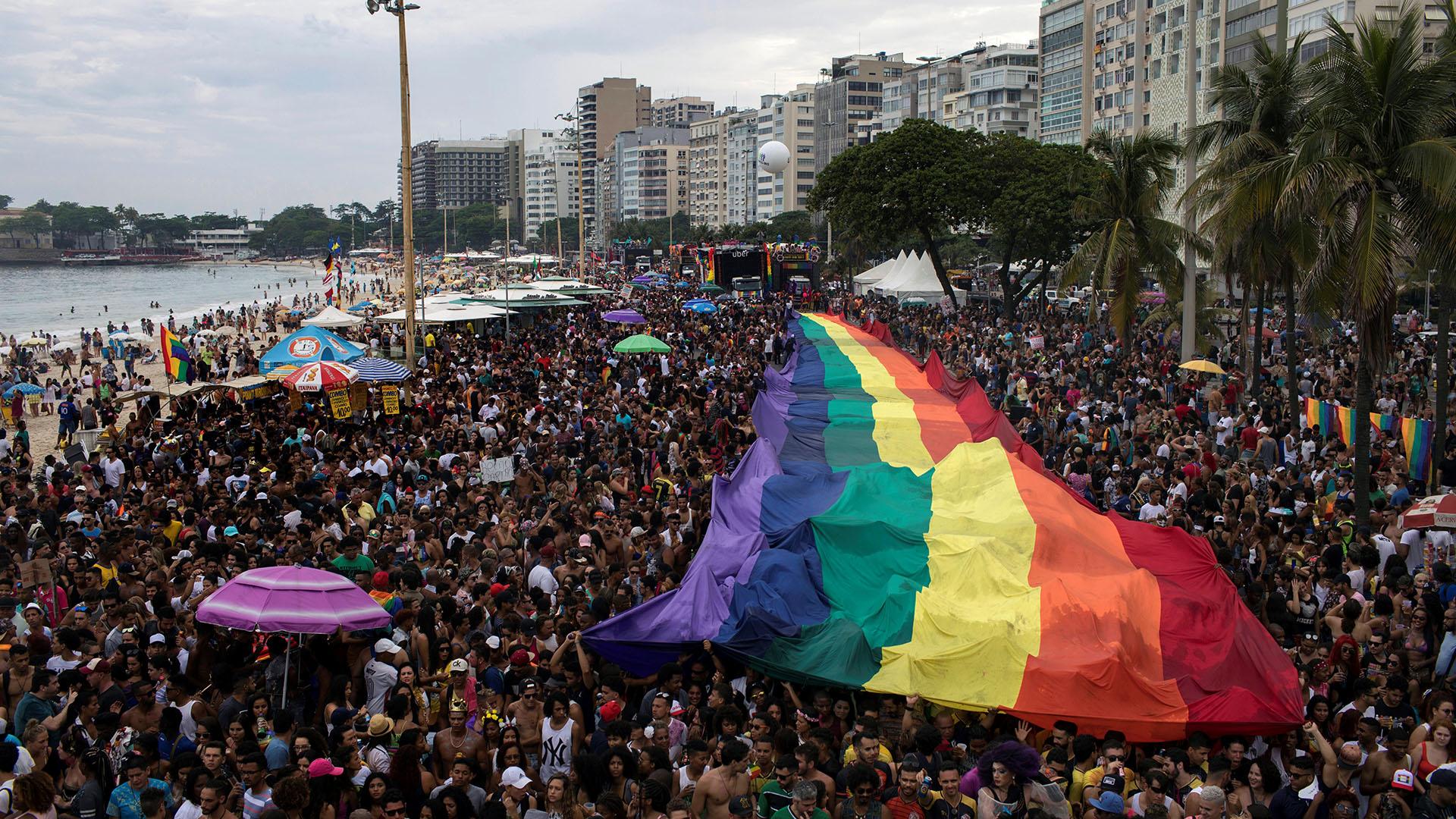 """La manifestación estuvo signada por la palabra """"resistencia"""", a la que recurrieron tanto los organizadores como los políticos que adhirieron a esta reivindicación callejera de la diversidad"""