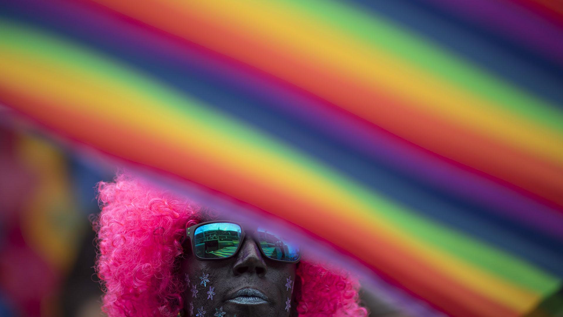 """El proceso conservador, fundamentalista, de este alcalde atacó al arte, a la cultura, al samba, a la población LGBT"""", dijo a la AFP Marcelle Esteves, vicepresidenta del Grupo Arco Iris, que organizó el desfile"""