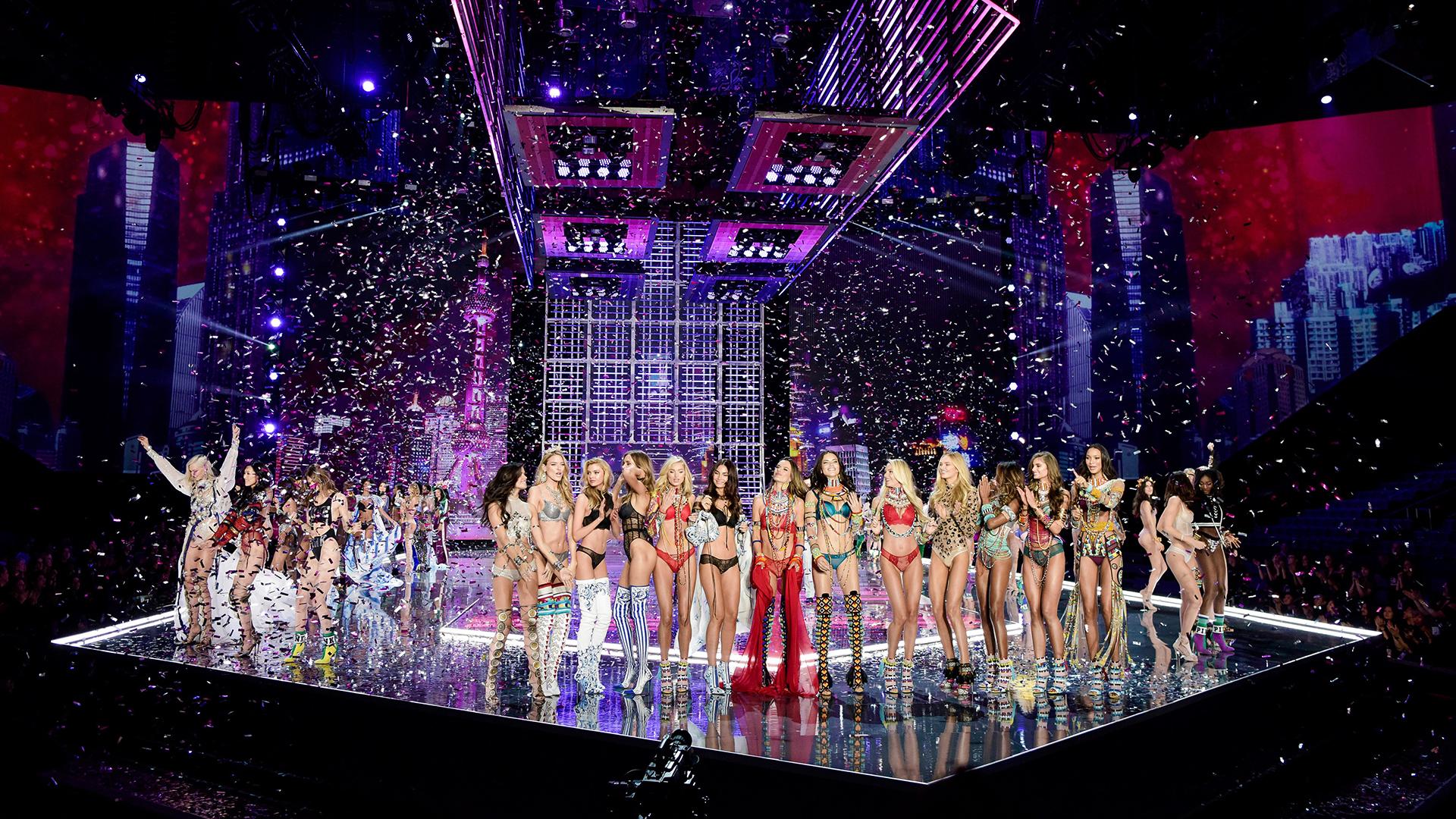 Todas las modelos de Victoria's Secret en el fabuloso desfile de la marca en Shangai /// Fotos: AFP