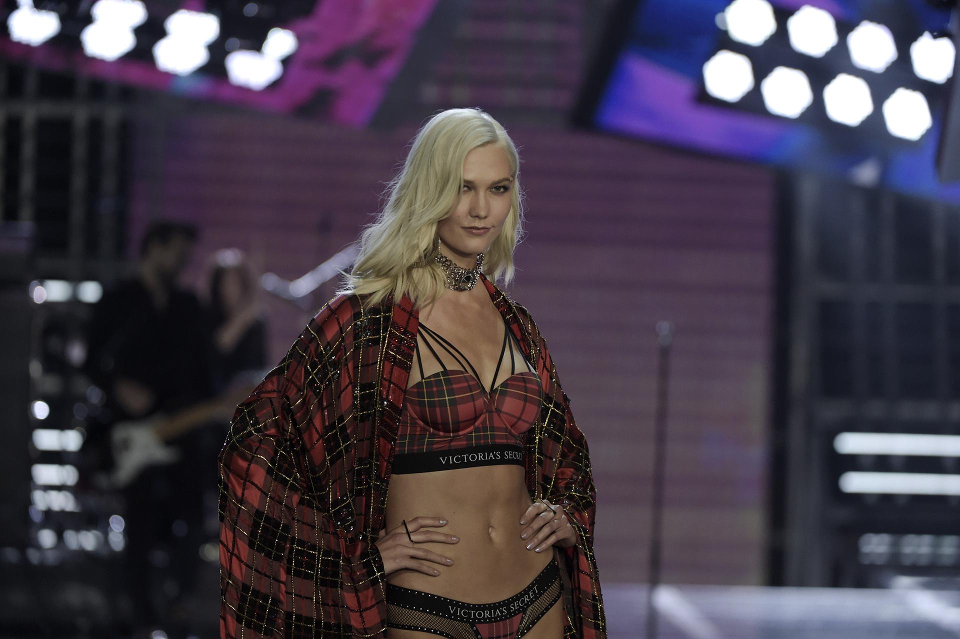 Karlie Kloss, la icónica modelo de Victoria's Secret, fue una de las más aplaudidas en la pasarela