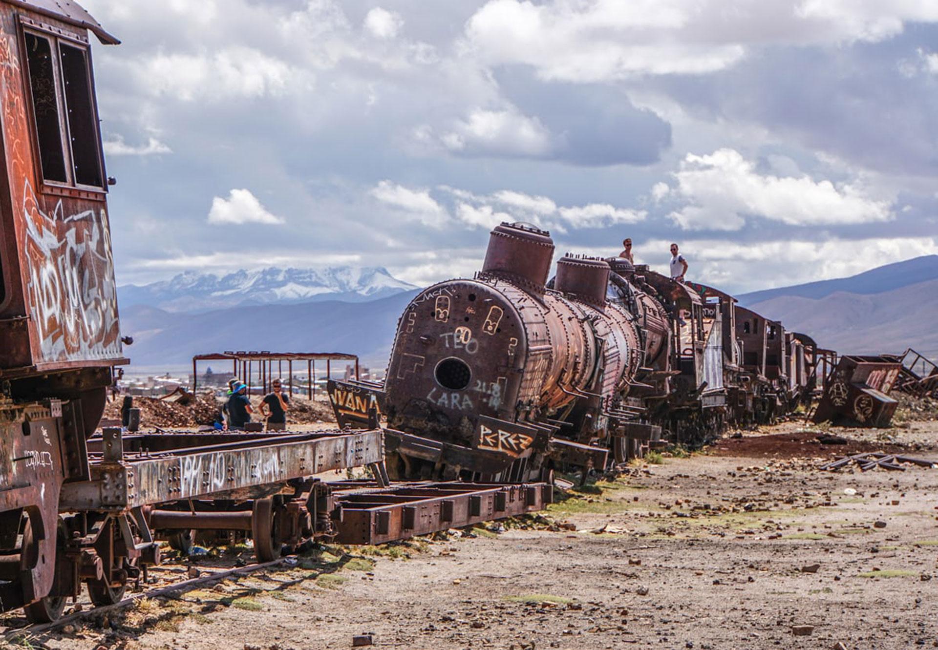 Cementerio de trenes por Pamela Jones, en Bolivia. Se tratan de ferrocarriles británicos abandonados en la ciudad de Uyuni
