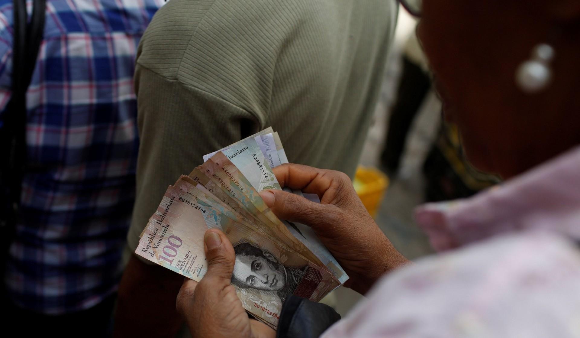 La última subasta del DICOM permitía comprar dólares a un cambio entre 2.679 y 3.445 bolívares. En la calle, el dólar libre se vende a más de 80 mil bolívares