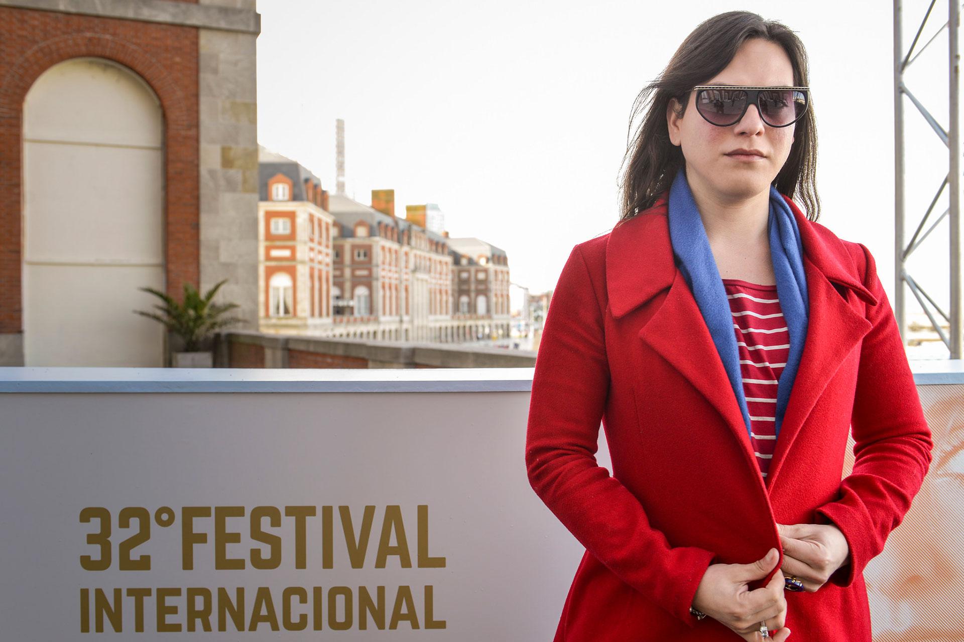 """La actriz Daniela Vega, que podría ser la primera transexual en ganar un Oscar por su labor en """"Una mujer fantástica"""" una filme de Sebastián Lelio. La chilena de tan solo 28 años deslumbró a todos y posó para la foto."""