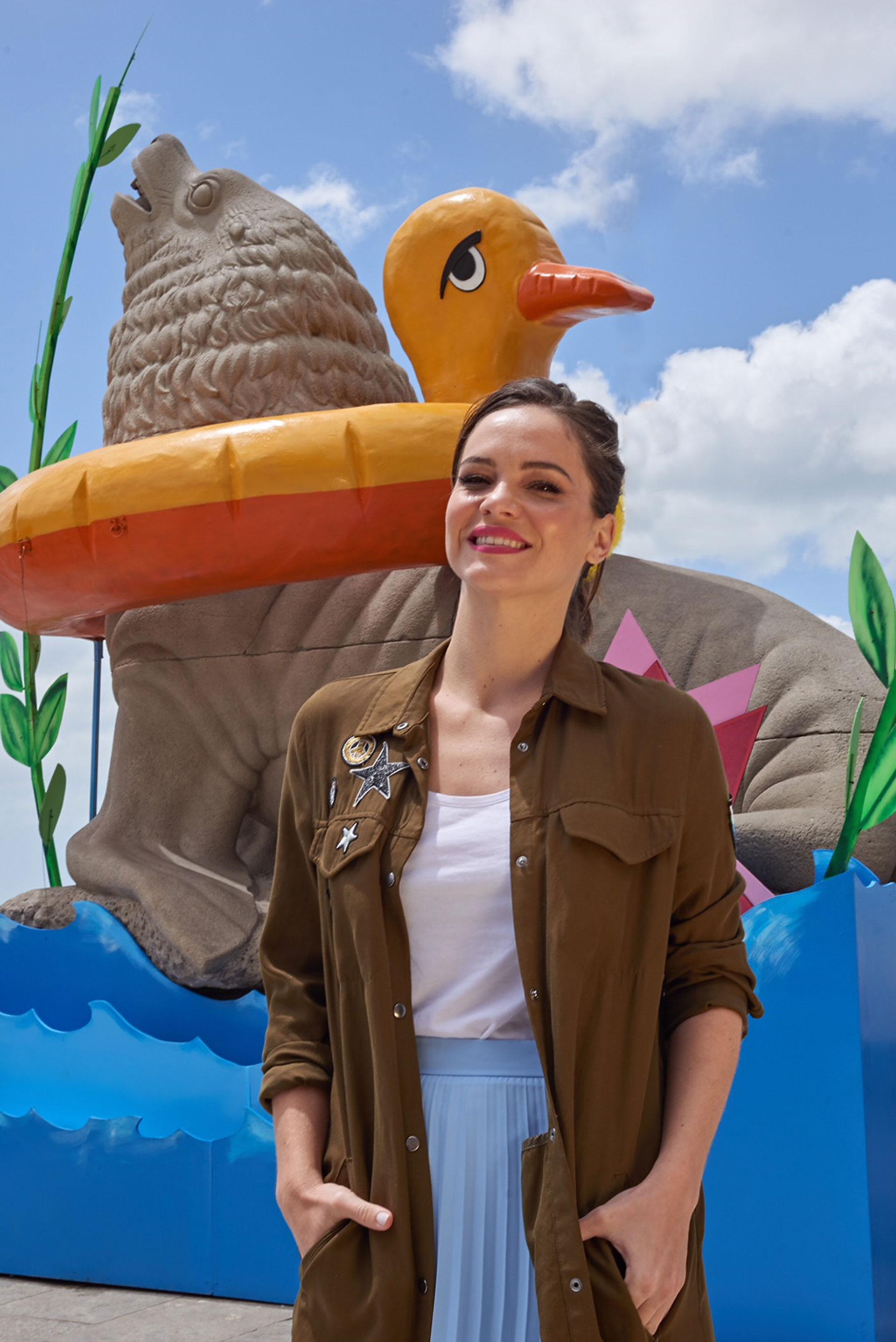 Luz Cipriota aprovechó el tiempo y disfrutó de las grandes propuestas y pasó por la rampa de La Feliz para sacarse la foto junto al mítico lobo de mar intervenido por el renombrado artista Marcos López.