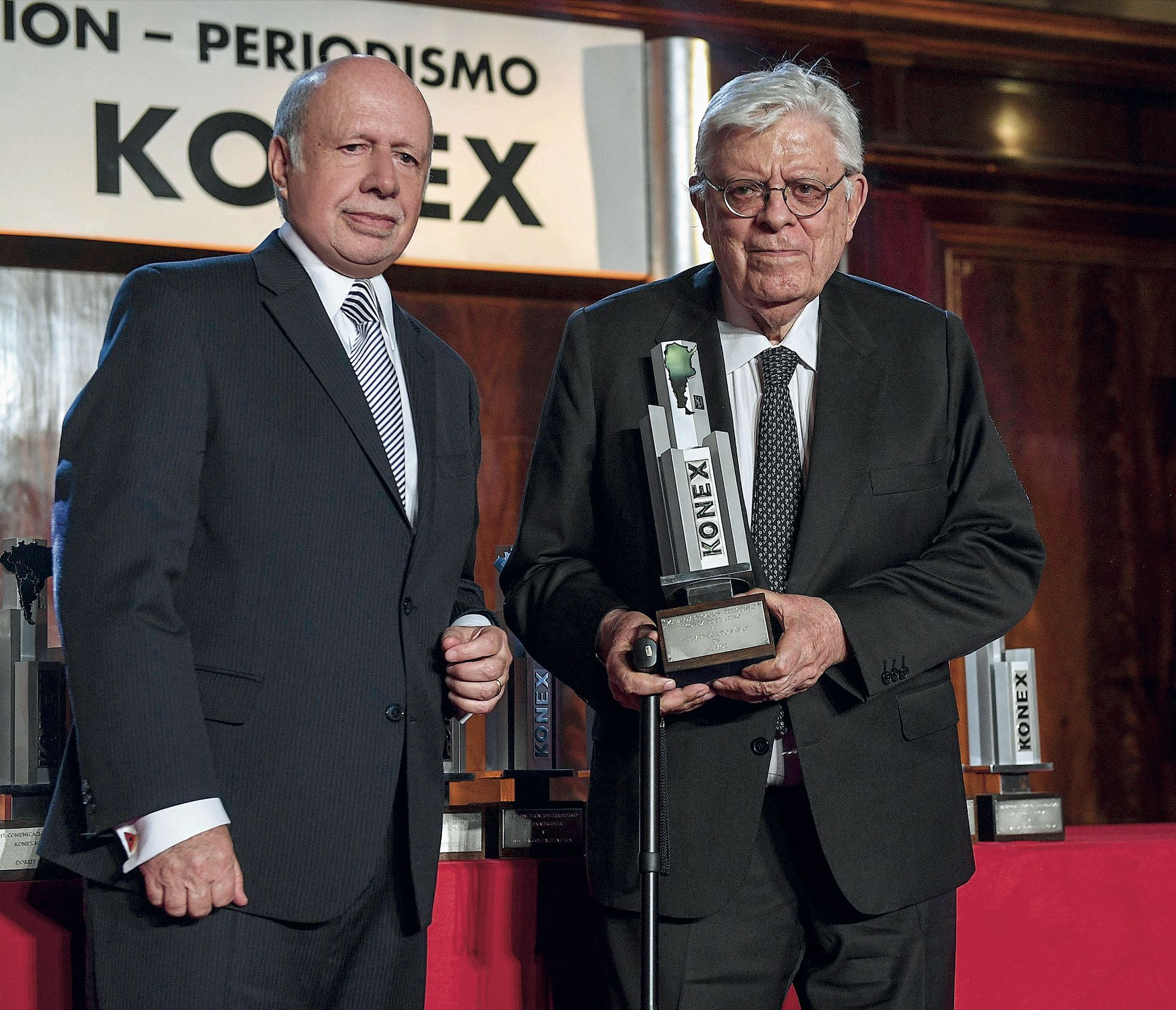 HermenegildoSábat, ganador delKonex de Brillante,lo recibió de manosde Jorge de Luján Gutiérrez. Foto: Diego Soldini/GENTE