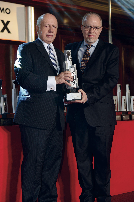 Jorge de Luján Gutiérrez, ConsejeroGeneral Editorial de GENTE y miembro del jurado, con Jorge Fernández Díaz, ex subdirector de la revista. Foto: Diego Soldini/GENTE