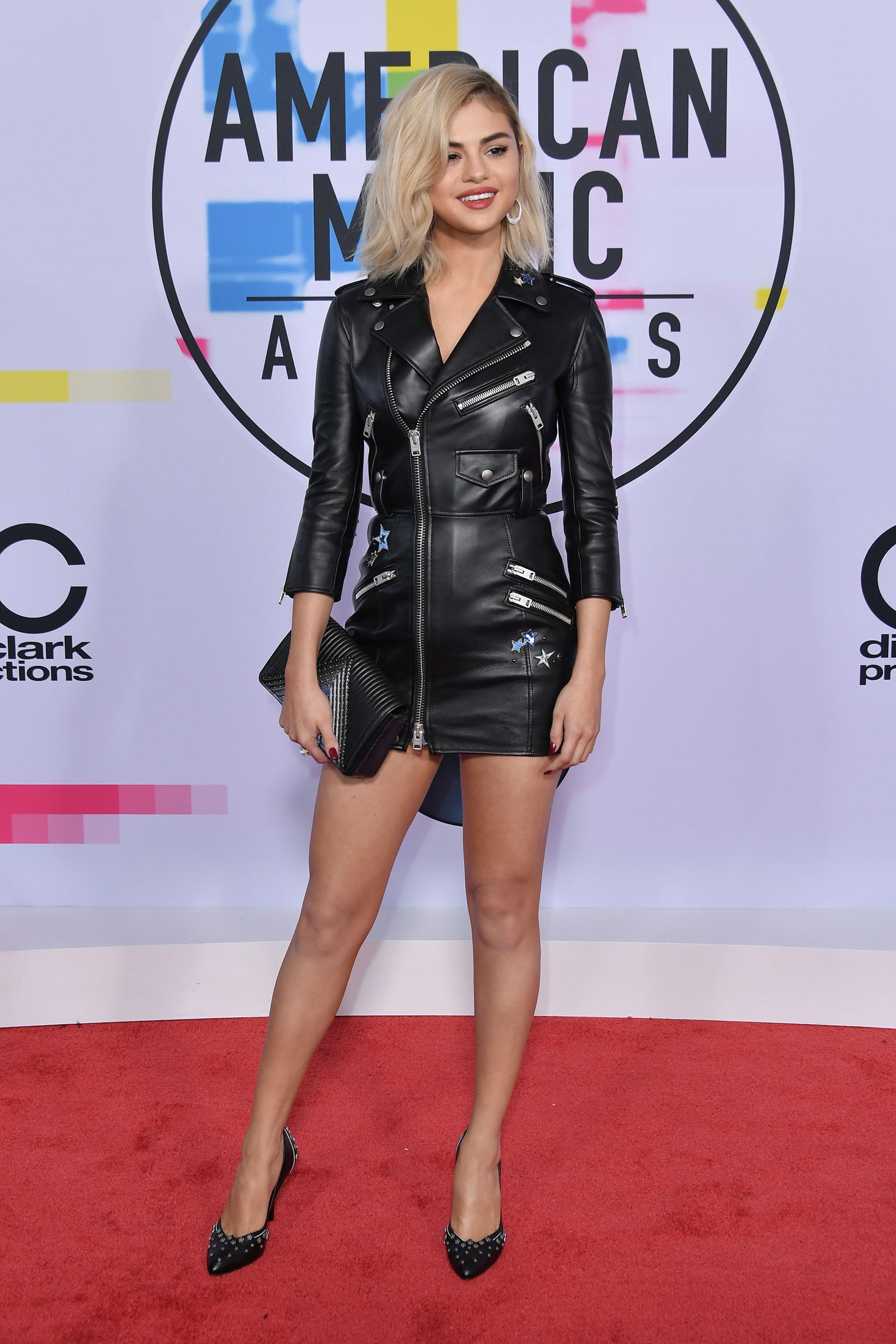 Selena Gomez se decantó por este look rockero a puro cuero