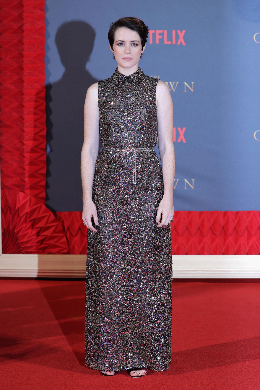 La joven actriz lució cautivante con su cabello corto y este vestido de alto brillo, de líneas simples