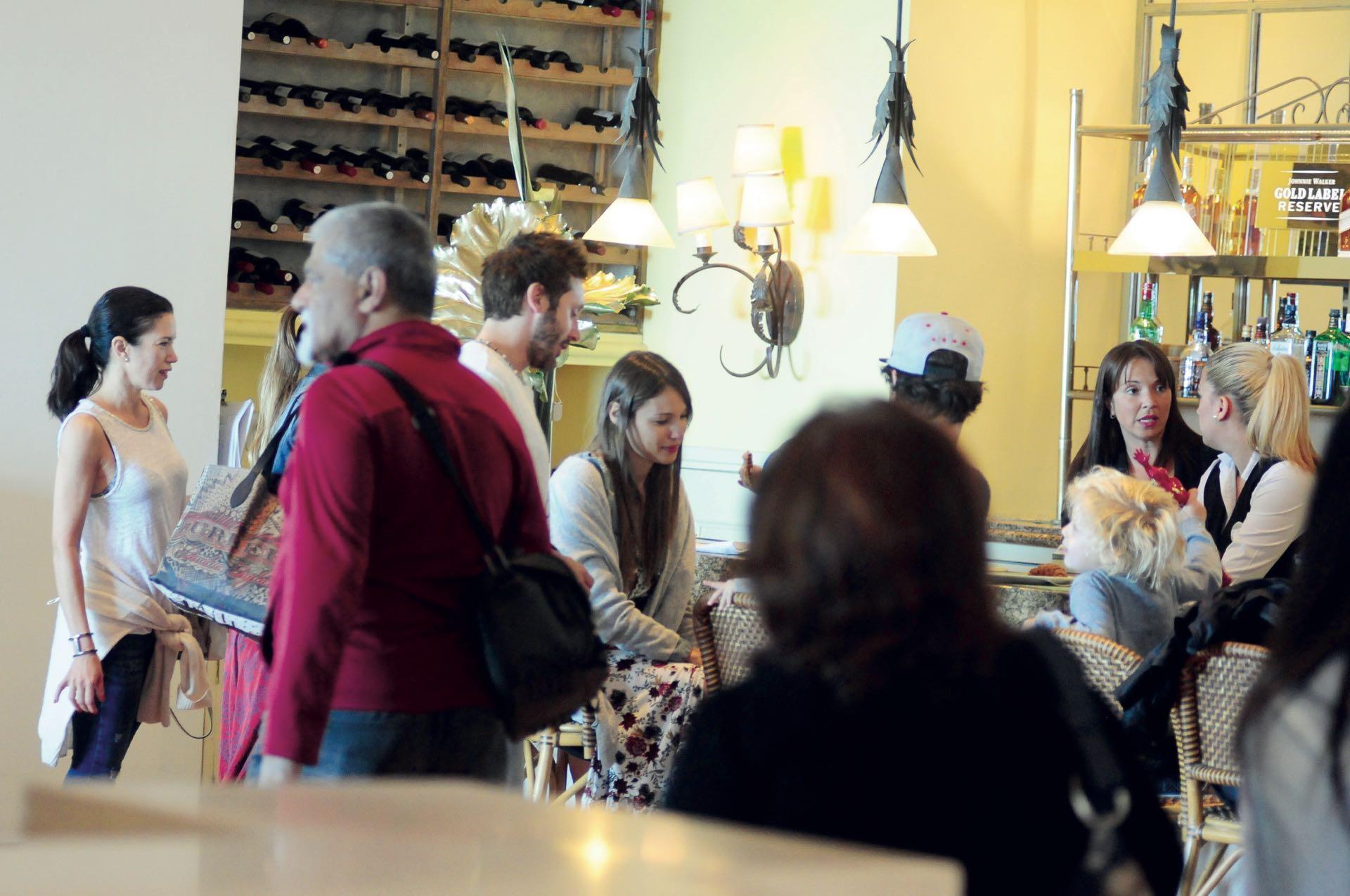 En el restaurante Las Brisas se vivió, en total armonía, una escena inédita.
