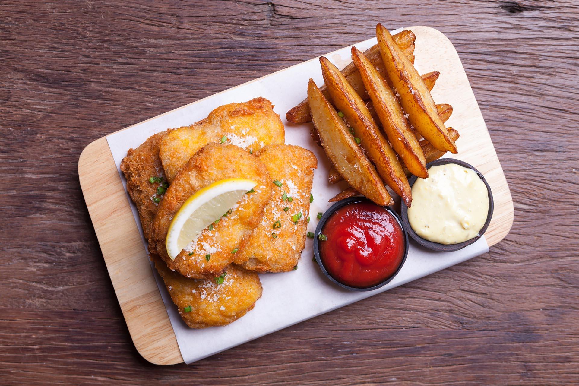 Los pescados empanados son algunos de los platos más sabrosos (Getty)