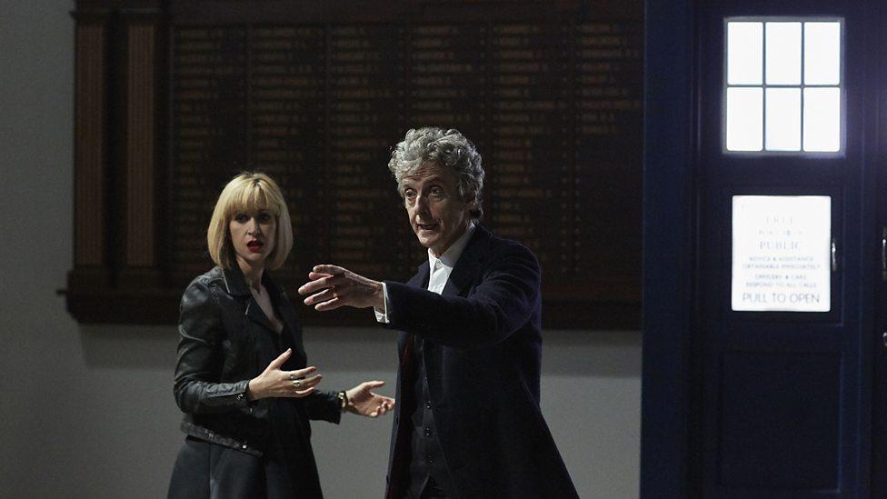 """La serie se estrenó el 22 de octubre 2016, en el décimo aniversario del estreno de """"Torchwood"""", el primer spin-off de """"Doctor Who""""."""