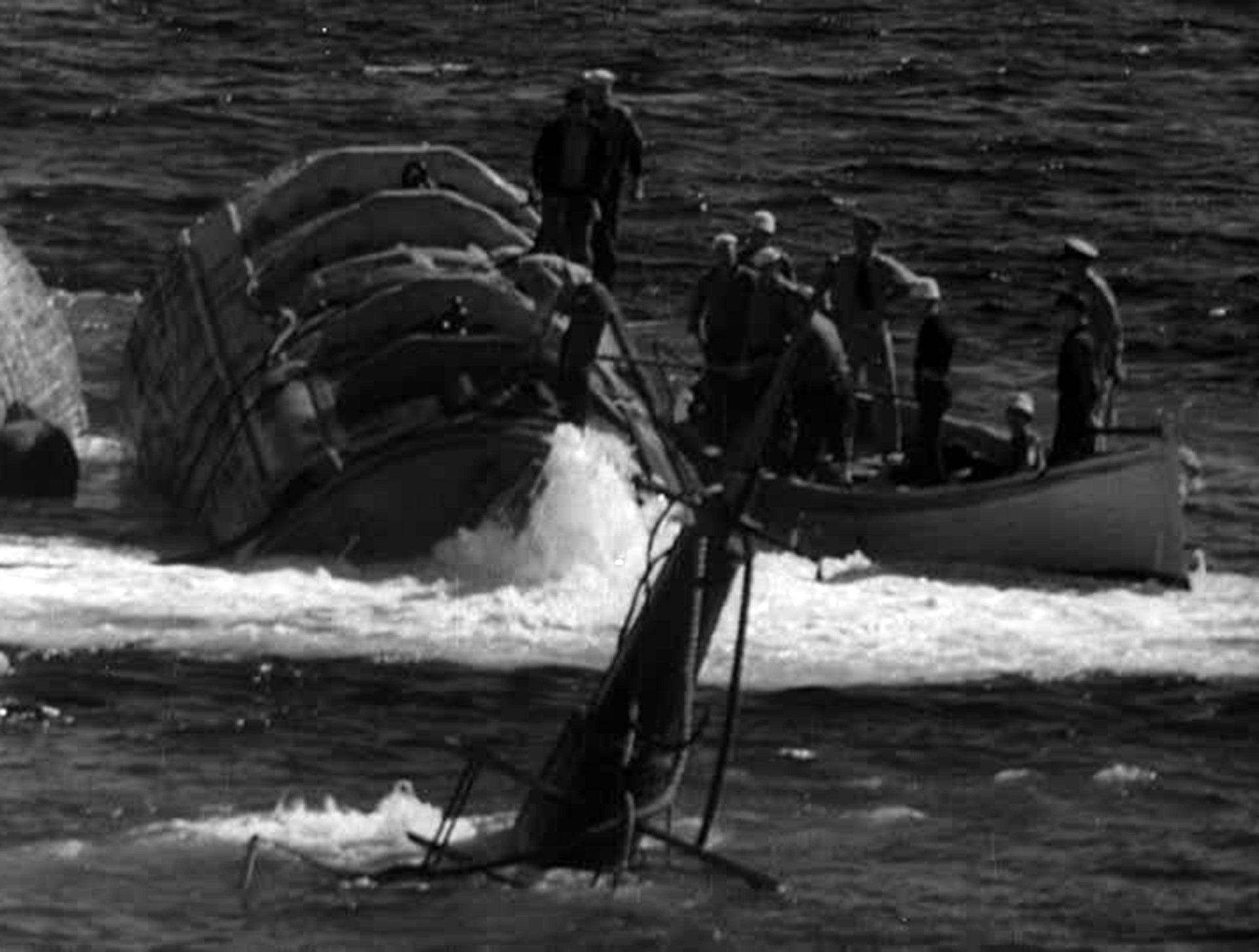 El submarino luego fue sacado a flote
