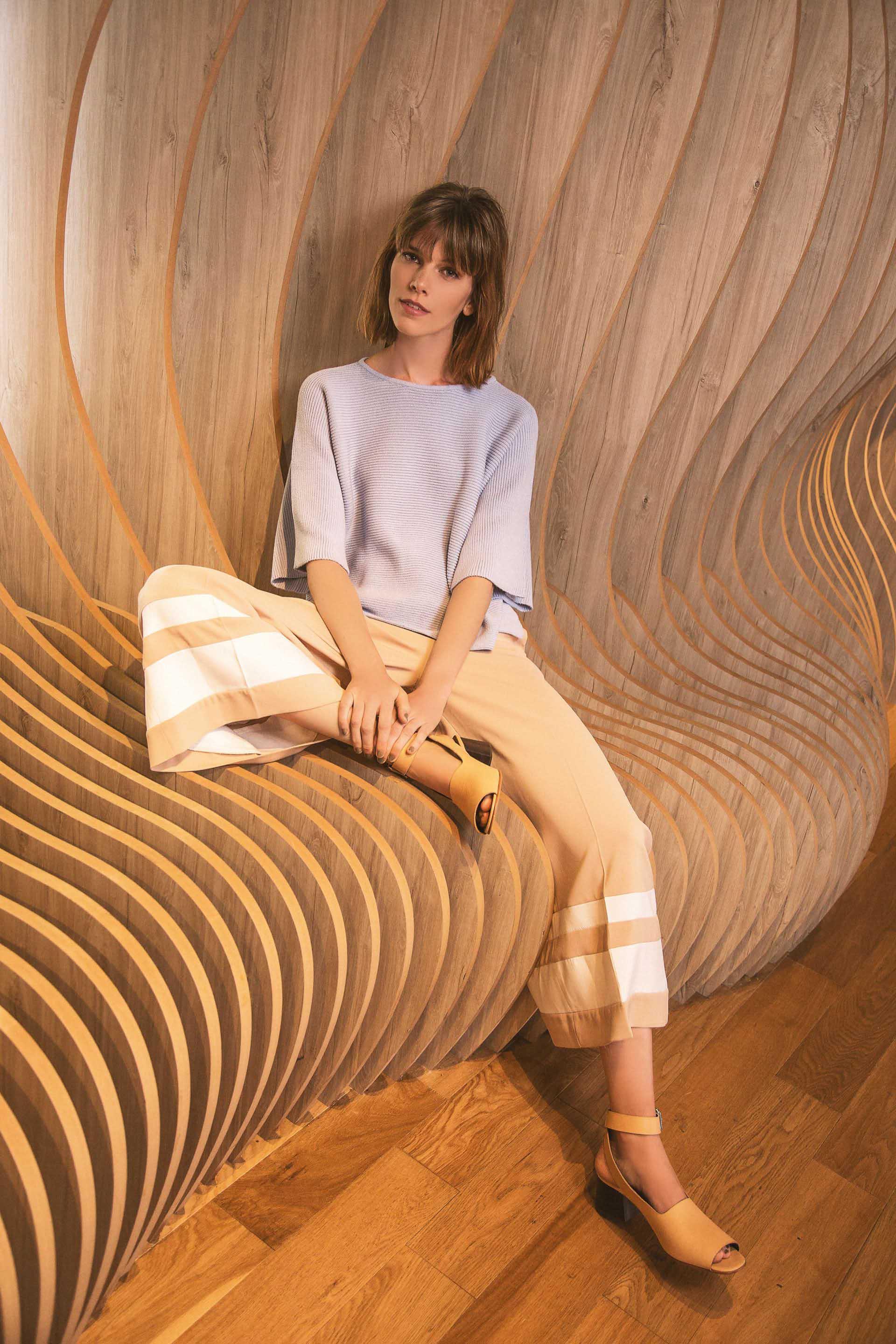 Suéter corto ($ 1.790, Las Pepas), pantacourt bicolor (Cher) y sandalias de cuero($ 5.360, Mishka).Foto Chino Toccalino/Para Ti